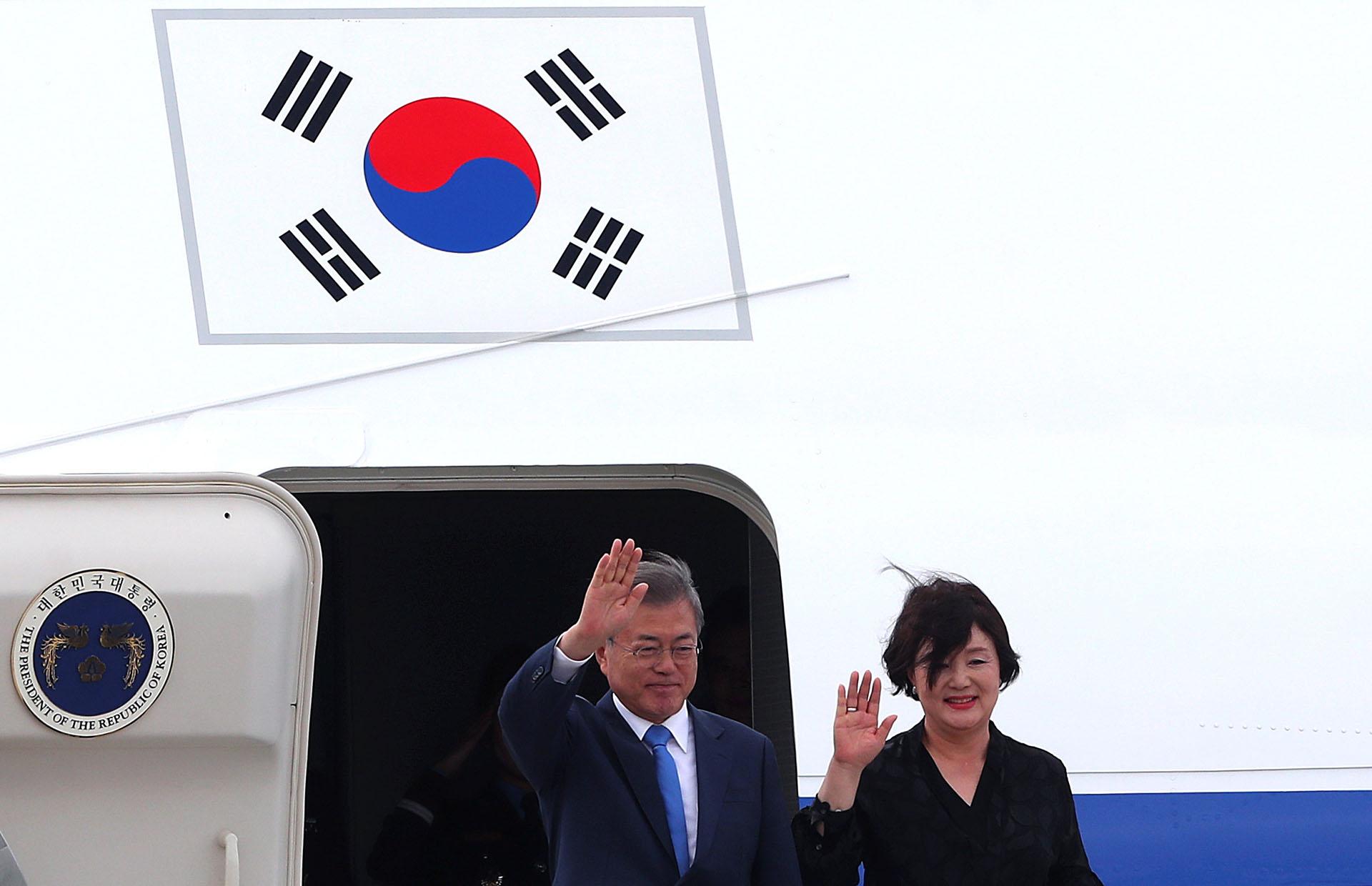 El presidente de Corea del Sur Moon Jae-in y su esposa Kim Jung-sookllegaron este jueves a Buenos Aires (Reuters)