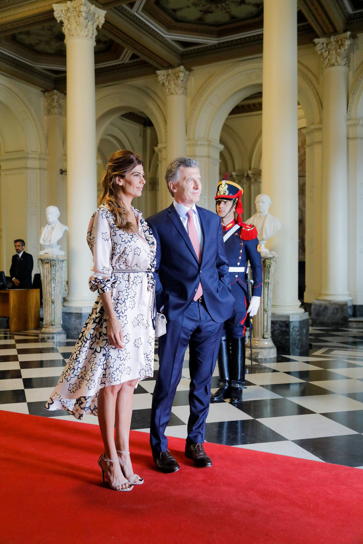 Mauricio Macri y Juliana Awada a la espera del matrimonio presidencial francés