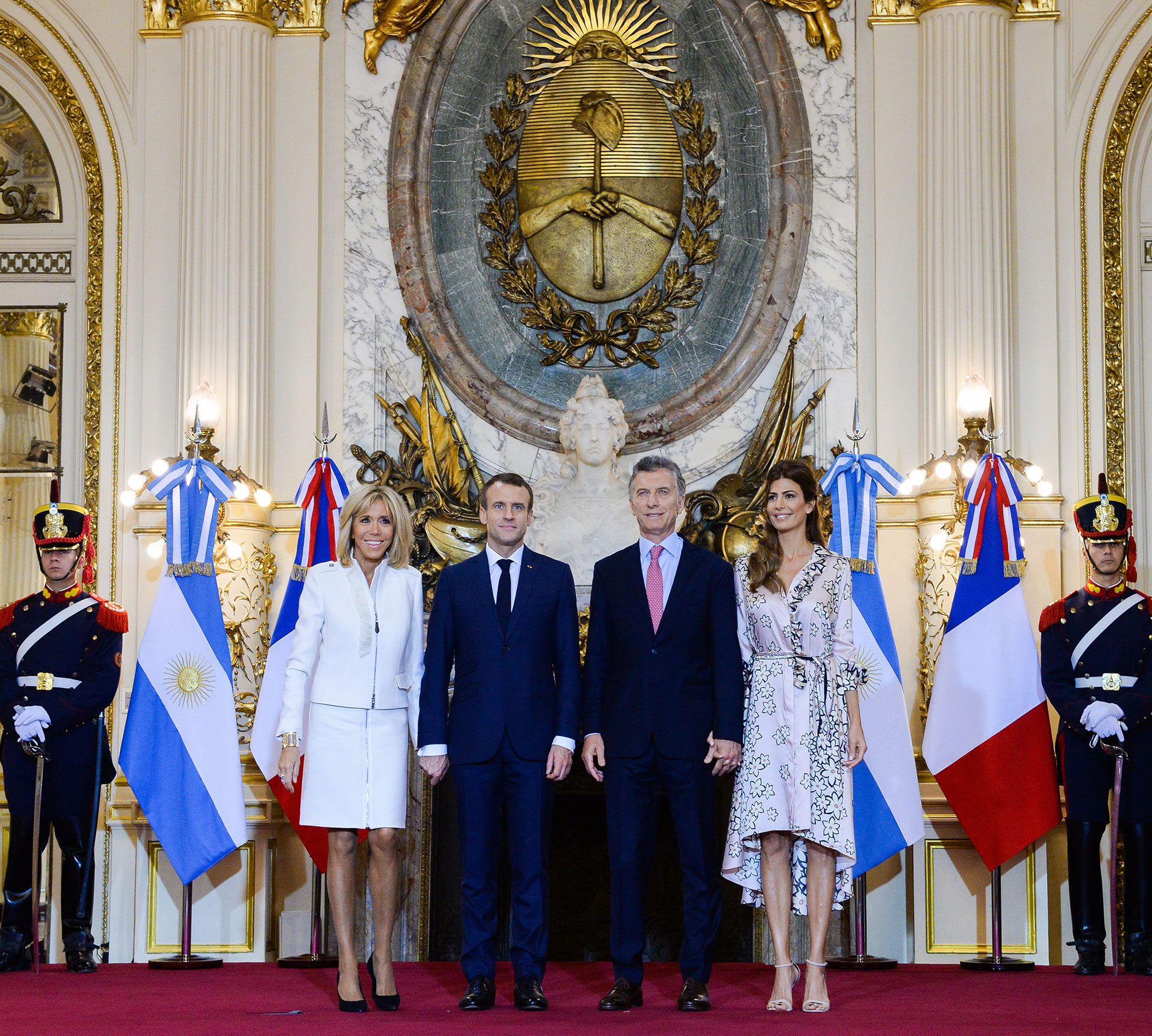 La foto oficial en el Salón Blanco, ambas recorrieron el Palacio de Gobierno.