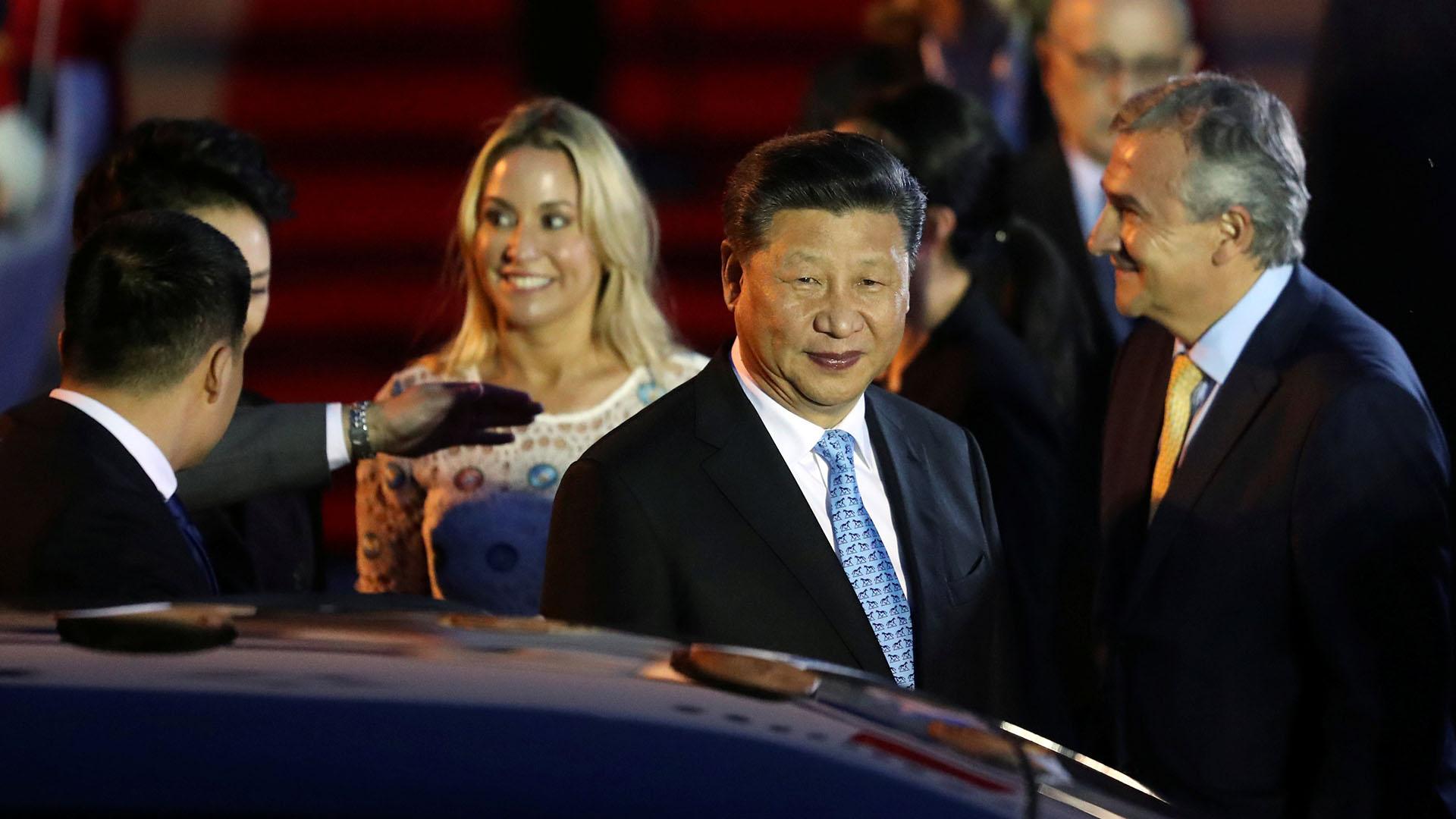 El presidente de China Xi Jinping en su llegada al país