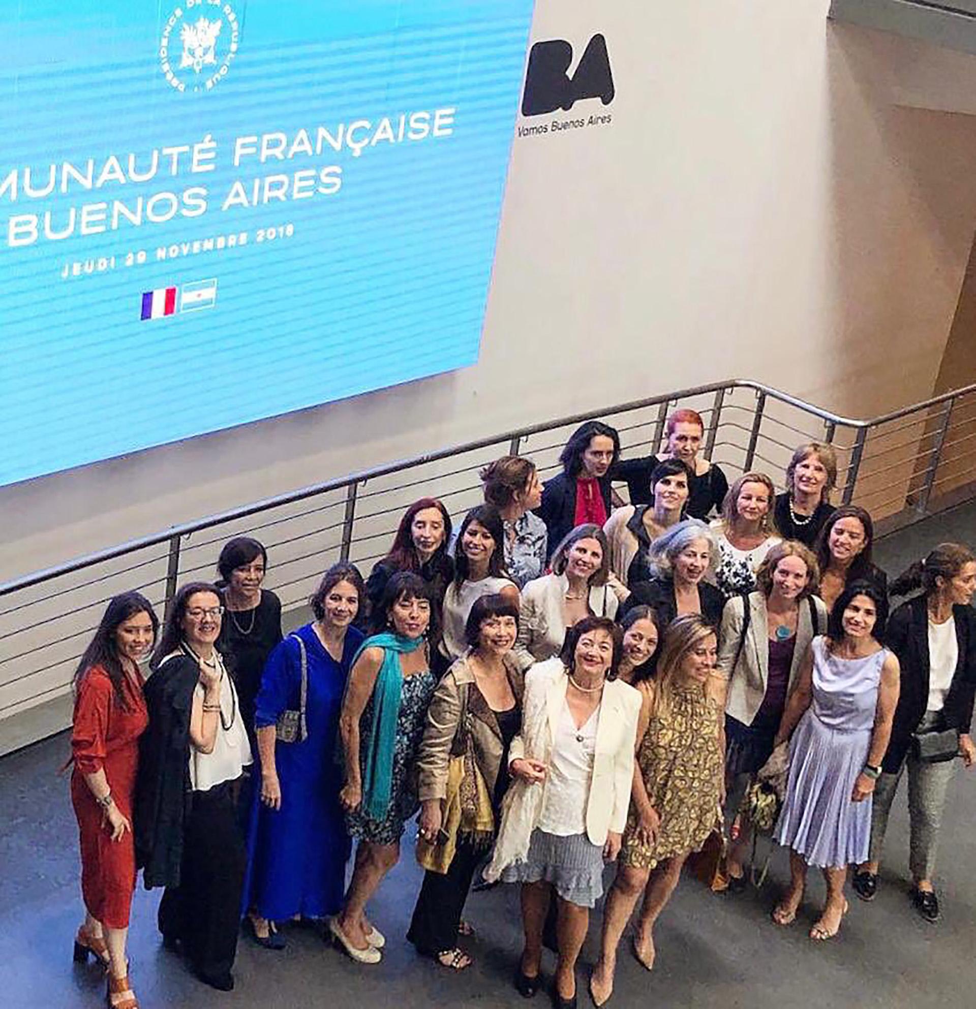 Esperando a Macron: integrantes de la Asociación Marianne, de mujeres franco-argentinas