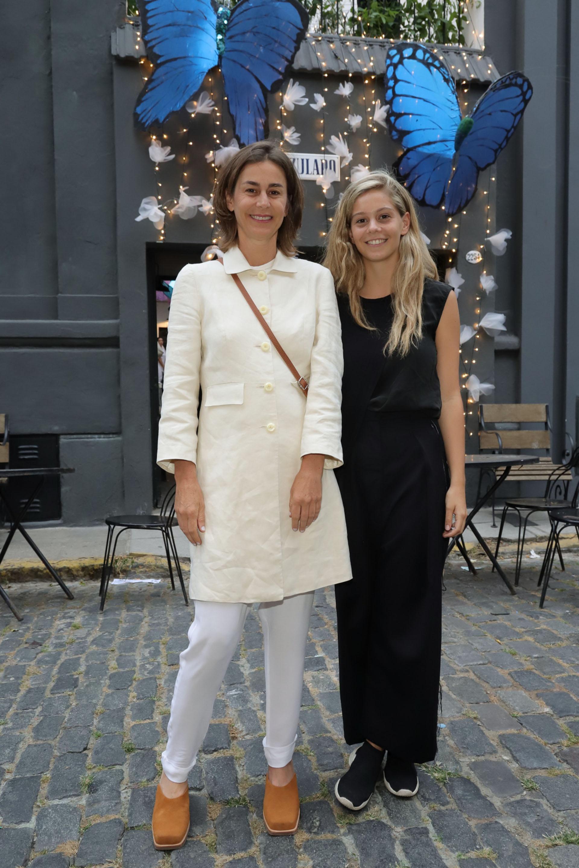 Azul García Uriburu y su hija Milagros Pereda