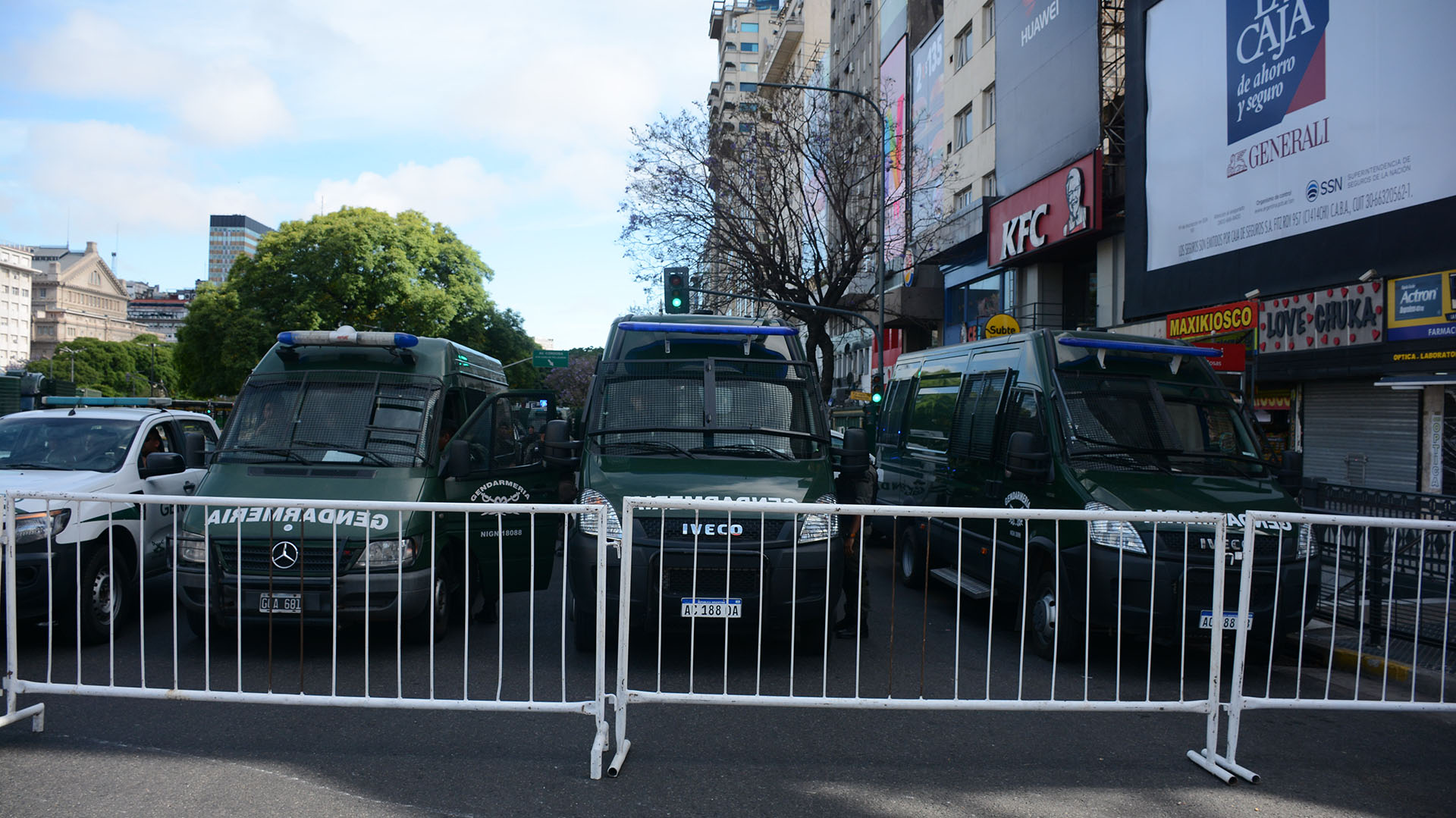 La ministra de Seguridad, Patricia Bullrich, dijo que 2.500 efectivos fueron afectados a las marchas anti-G20, se repartirán en dos entre la concentración y Plaza Congreso.