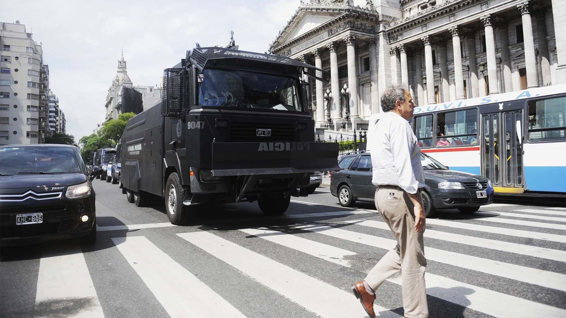 La protesta anti G20 se concentró frente al parlamento