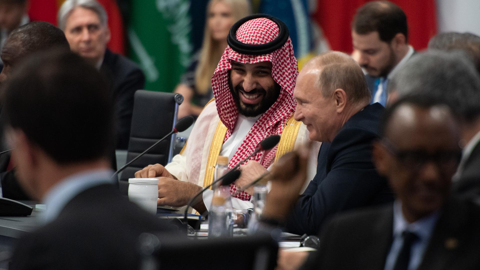 Risas entre el príncipe saudita Bin Salman y el presidente de Rusia, Vladimir Putin