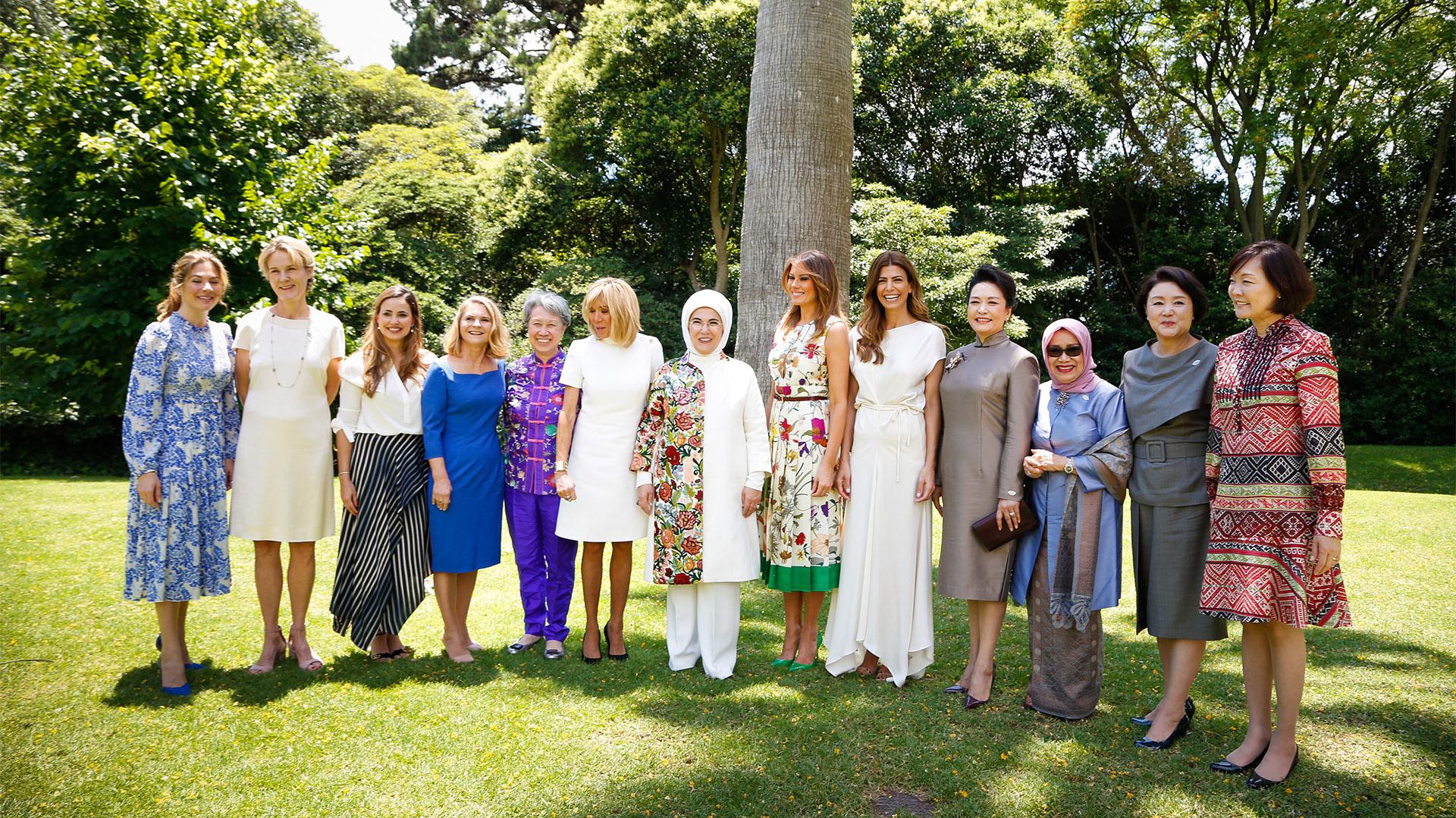 En los jardines de Villa Ocampo, las primeras damas recorrieron la casona de la mano de la anfitriona de la jornada, Juliana Awada