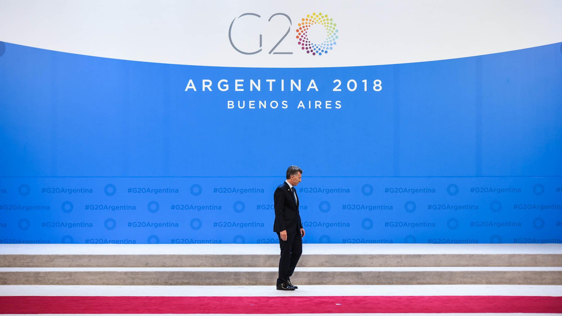 Macri quedó solo en el escenario