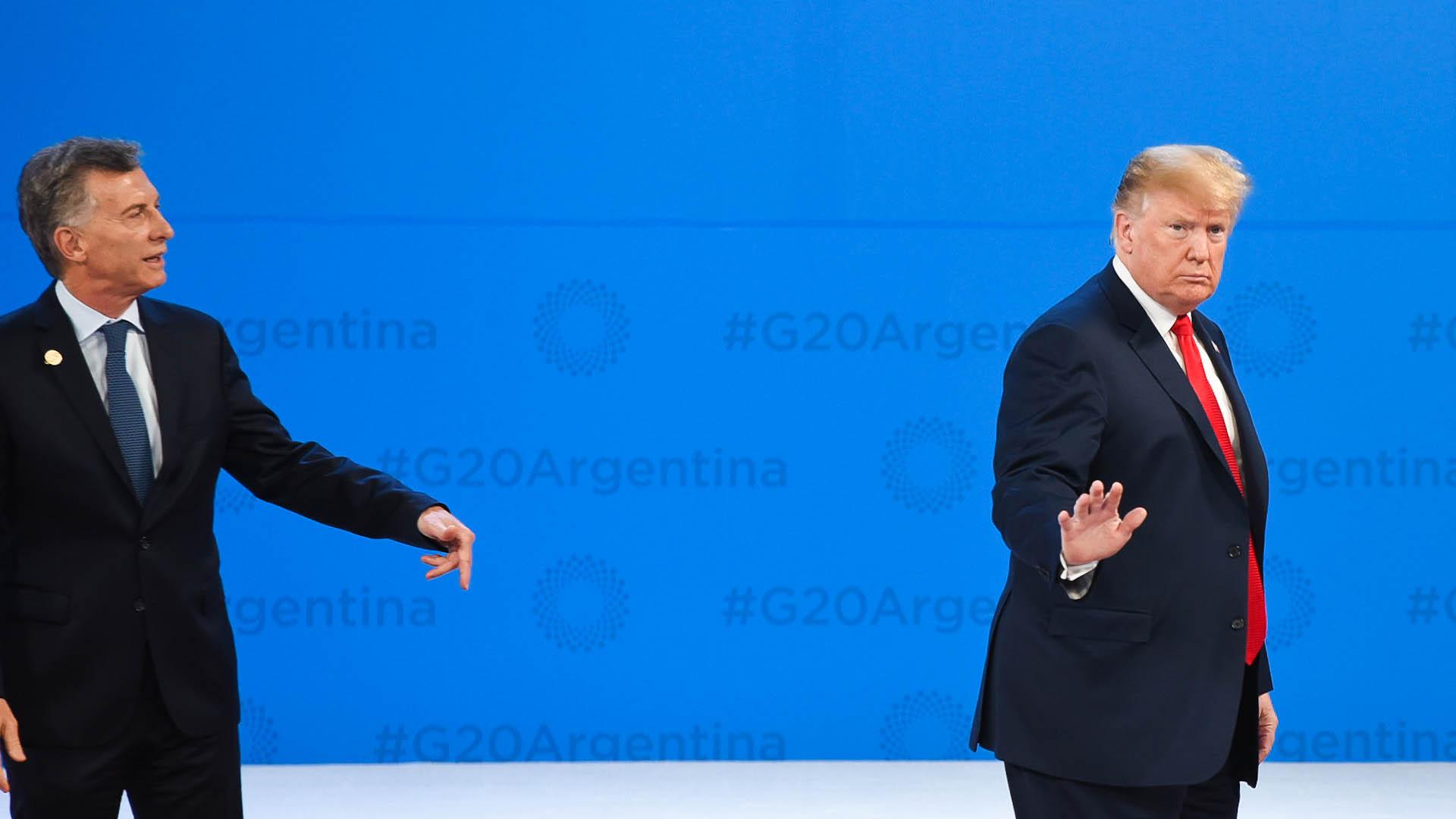 El presidente norteamericano no esperó a que los fotógrafos tomaran la imagen