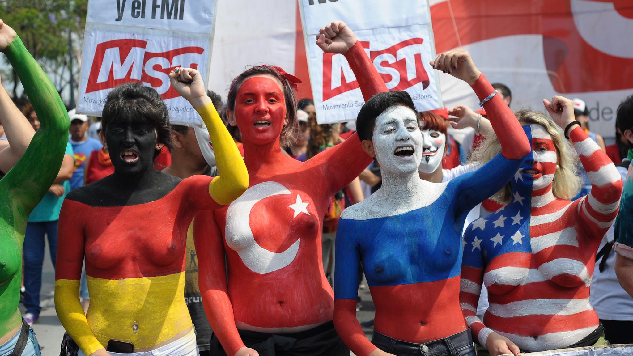 Miles de personas se manifestaron en el centro porteño