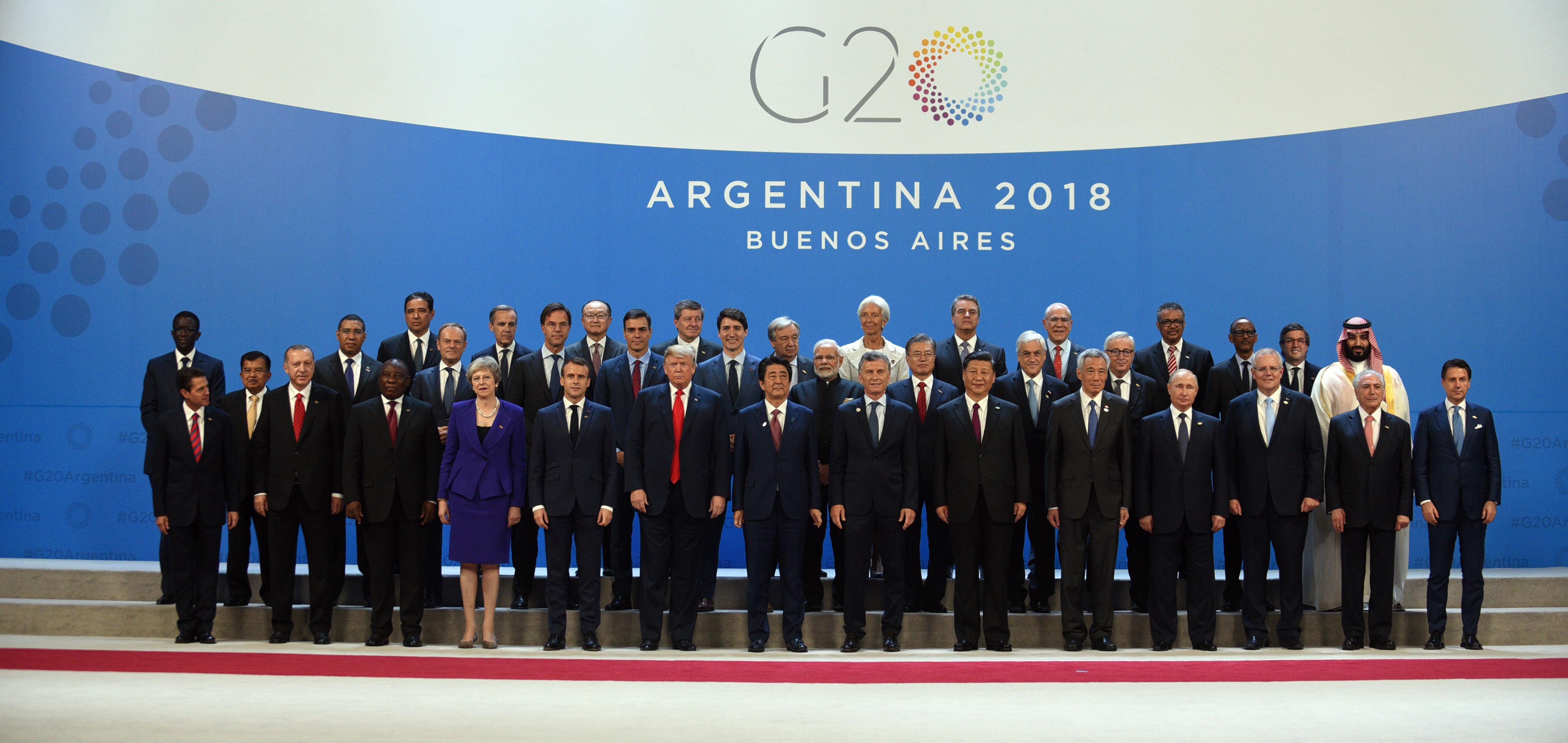 Casi al final del peor año de Cambiemos, con una fenomenal caída de imagen del Presidente y del Gobierno, la cumbre de presidentes y jefes de estado del G20 fue un oasis. No solo el operativo de seguridad funcionó sin fisuras, también la complejísima logística de atención a los principales líderes del mundo. No se pudo jugar una inédita final de Libertadores entre River y Boca, pero sí organizar el megaevento. Recuperación de la autoestima y la credibilidad, que le permite a Macri festejar sus tres años con otro ánimo.