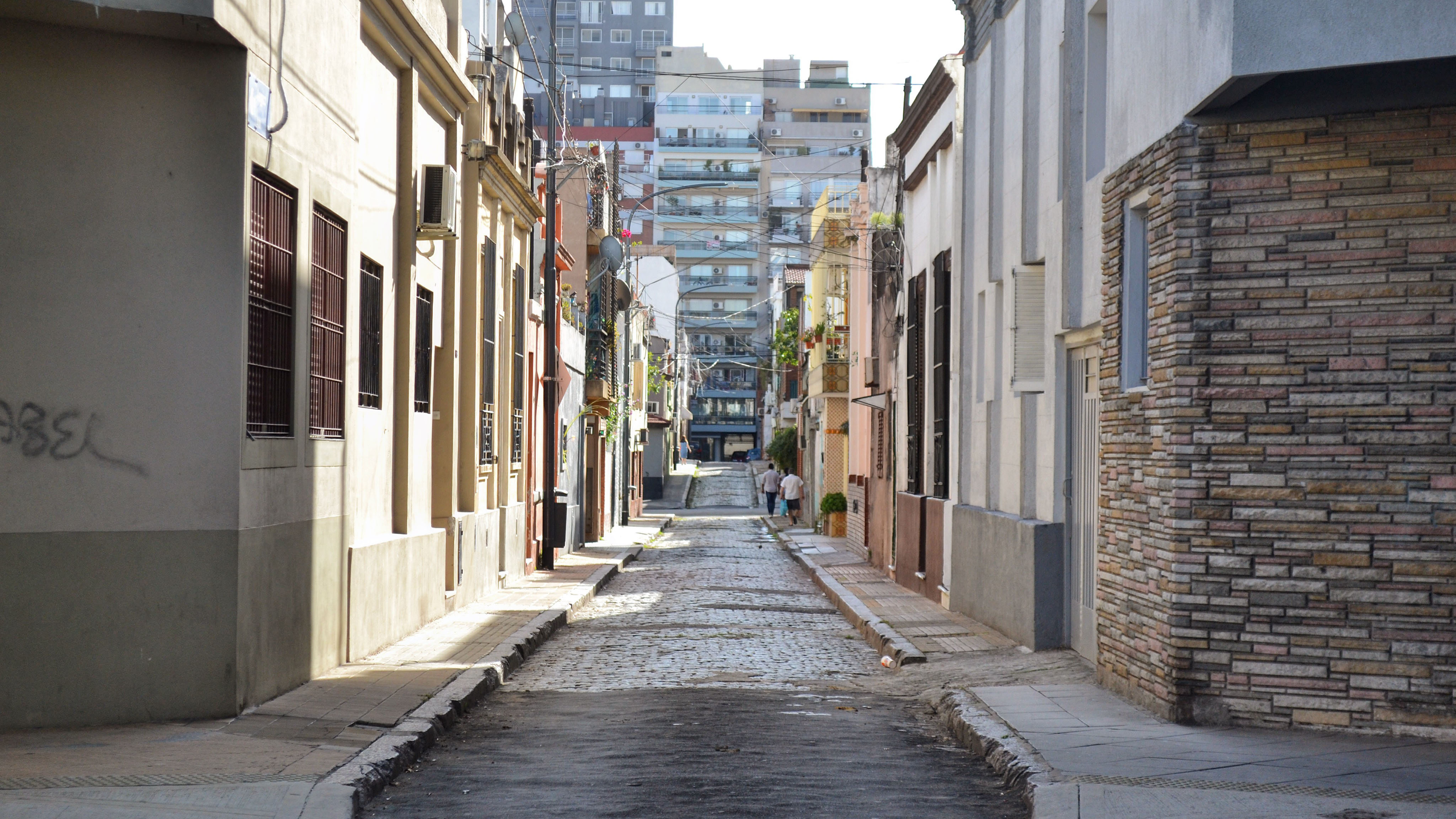 Una foto exagerada de porteñismo: una postal del pasaje Agnaco, en el barrio de Boedo