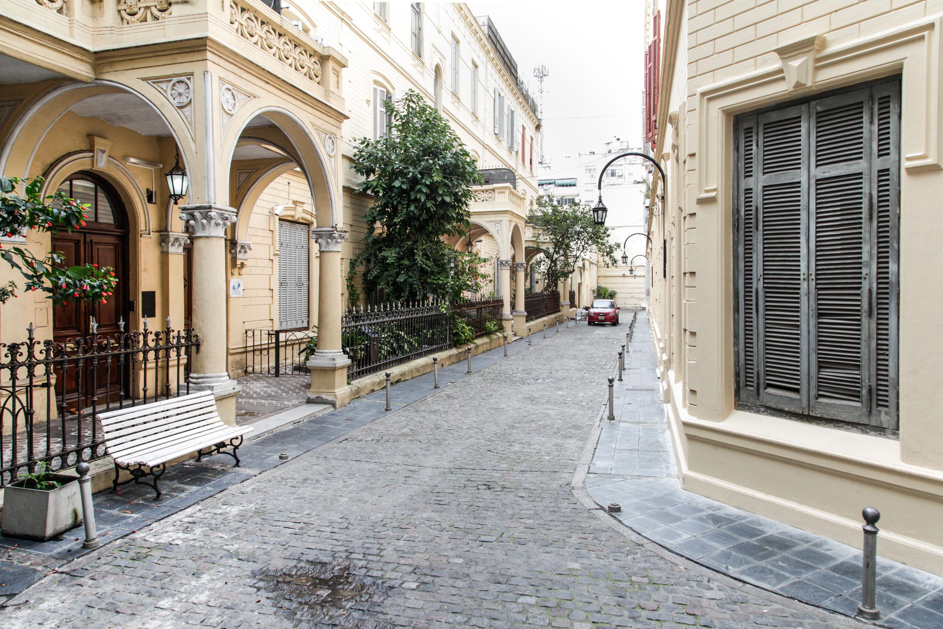Desde 1997 el camino interno de la manzana fue incluido dentro de las Áreas de Protección Histórica de la ciudad de Buenos Aires (Estrella Herrera-gv/GCBA)