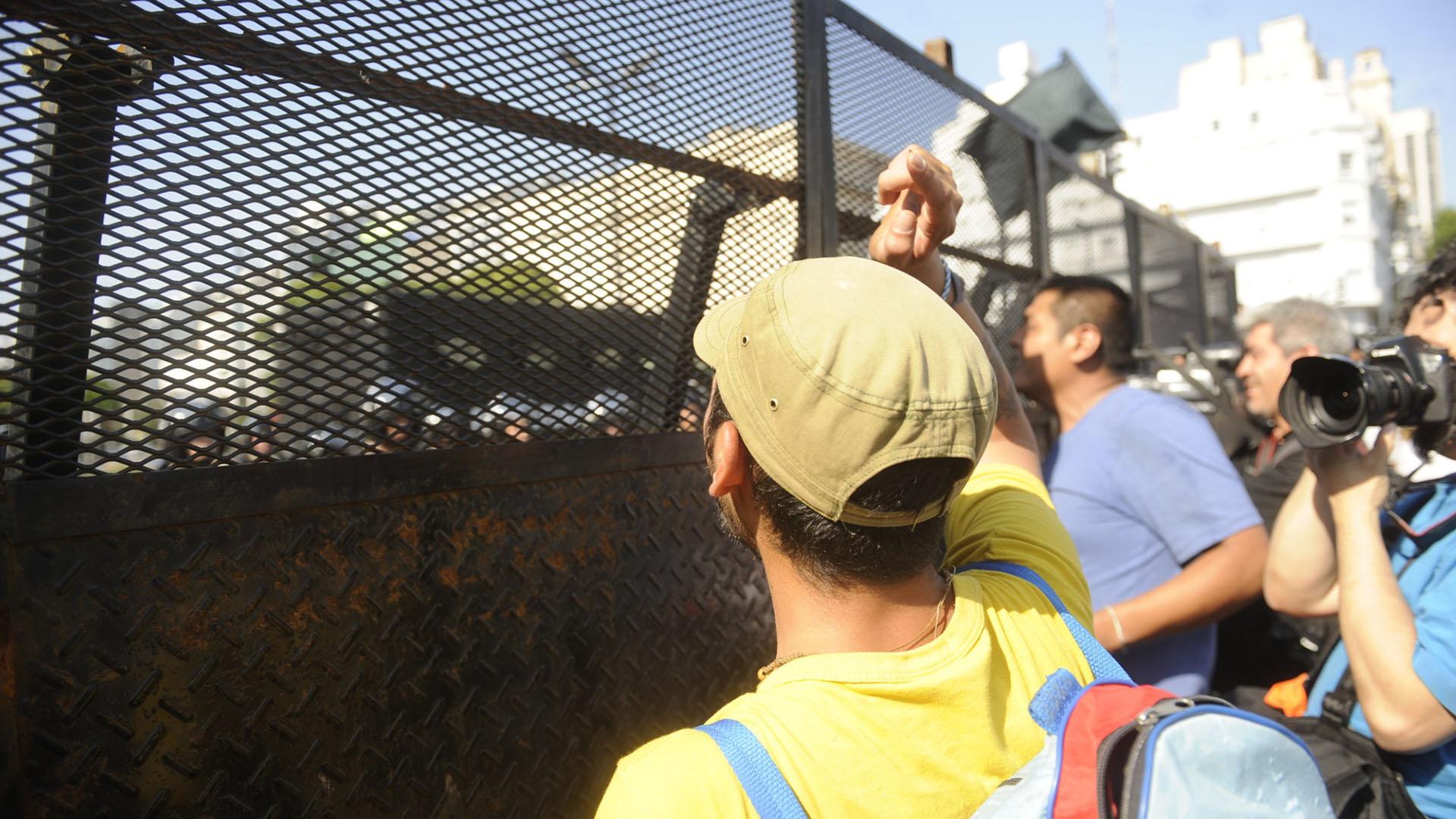 Durante la protesta hubo más de 2000 efectivos de seguridad custodiando el centro de la ciudad