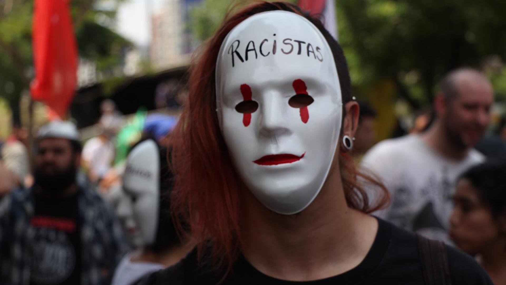 Muchos de los manifestantes fueron a la protesta con máscaras y capuchas