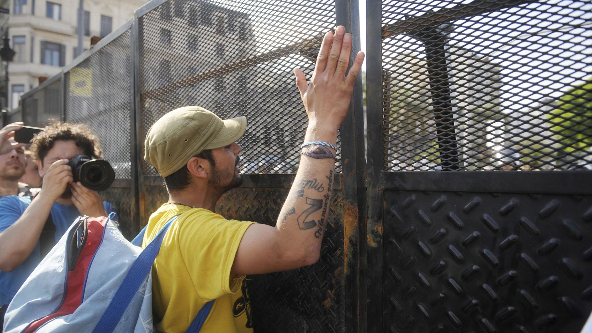 """Otro de los reclamos fue contra """"la política de ajuste"""" del gobierno argentino"""