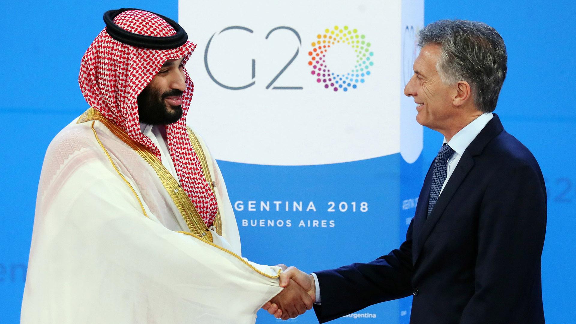 El príncipe Mohammed Bin Salman, recibido por el presidente argentino al inicio del G20 (Reuters)