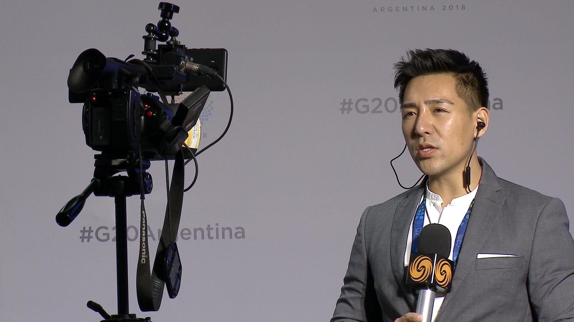 Un reportero internacional durante una jornada de trabajo por el G20