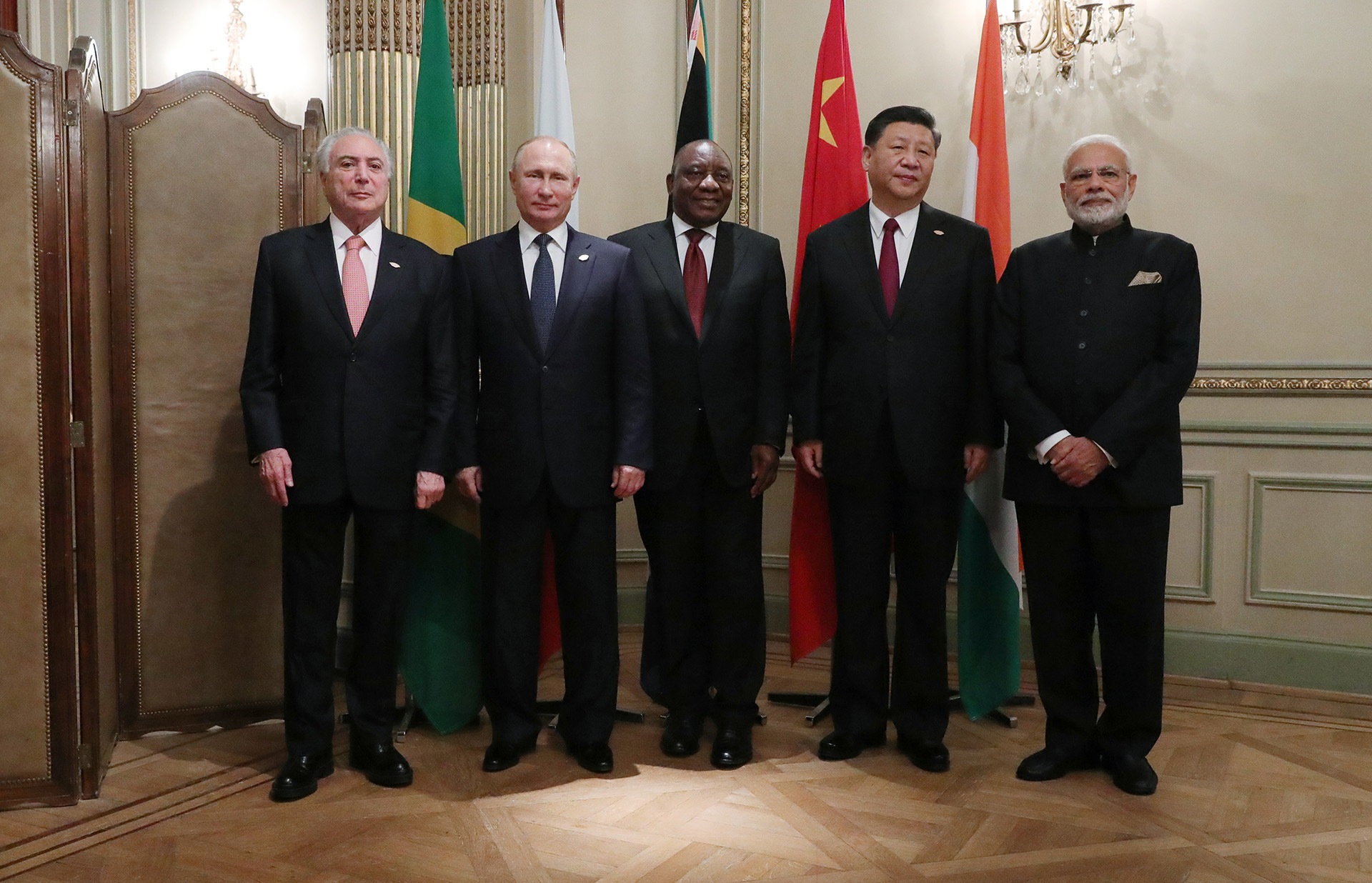 Los mandatarios de Brasil, Michel Temer, Rusia, Vladimir Putin, Sudáfrica, Cyril Ramaphosa, China, Xi Jinping e India Narendra Modi posan tras una reunión del bloque BRIC en el marco de la cumbre del G20