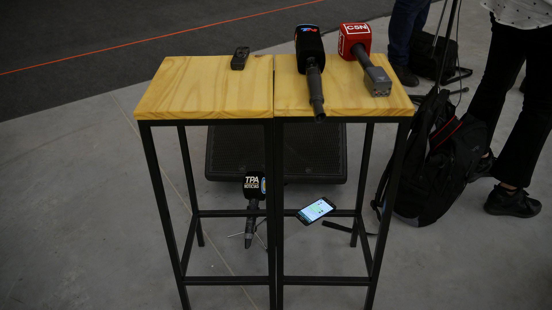 Micrófonos de los canales TN, C5N y la TV Pública