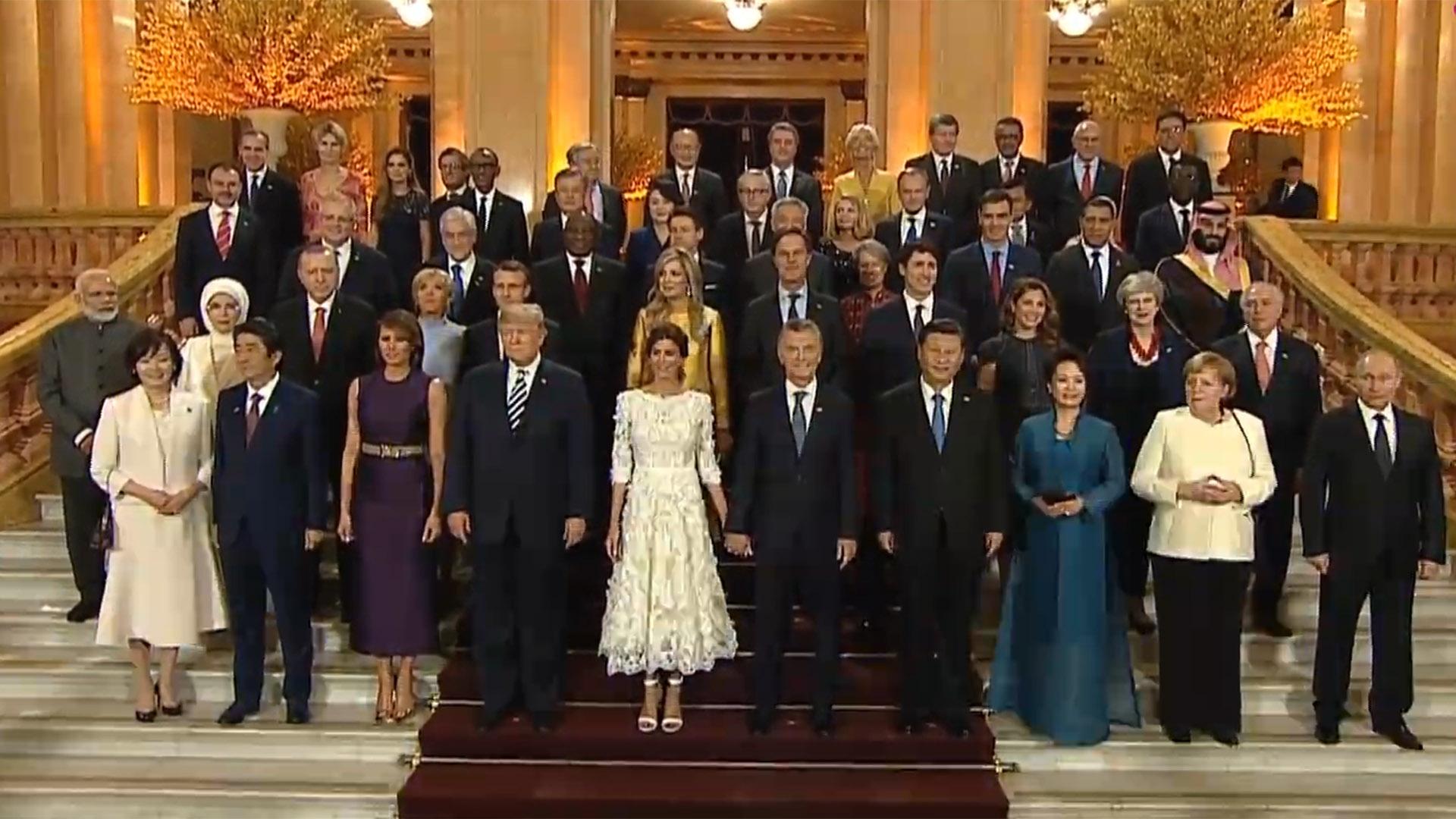 La foto familiar en la gala del Teatro Colón