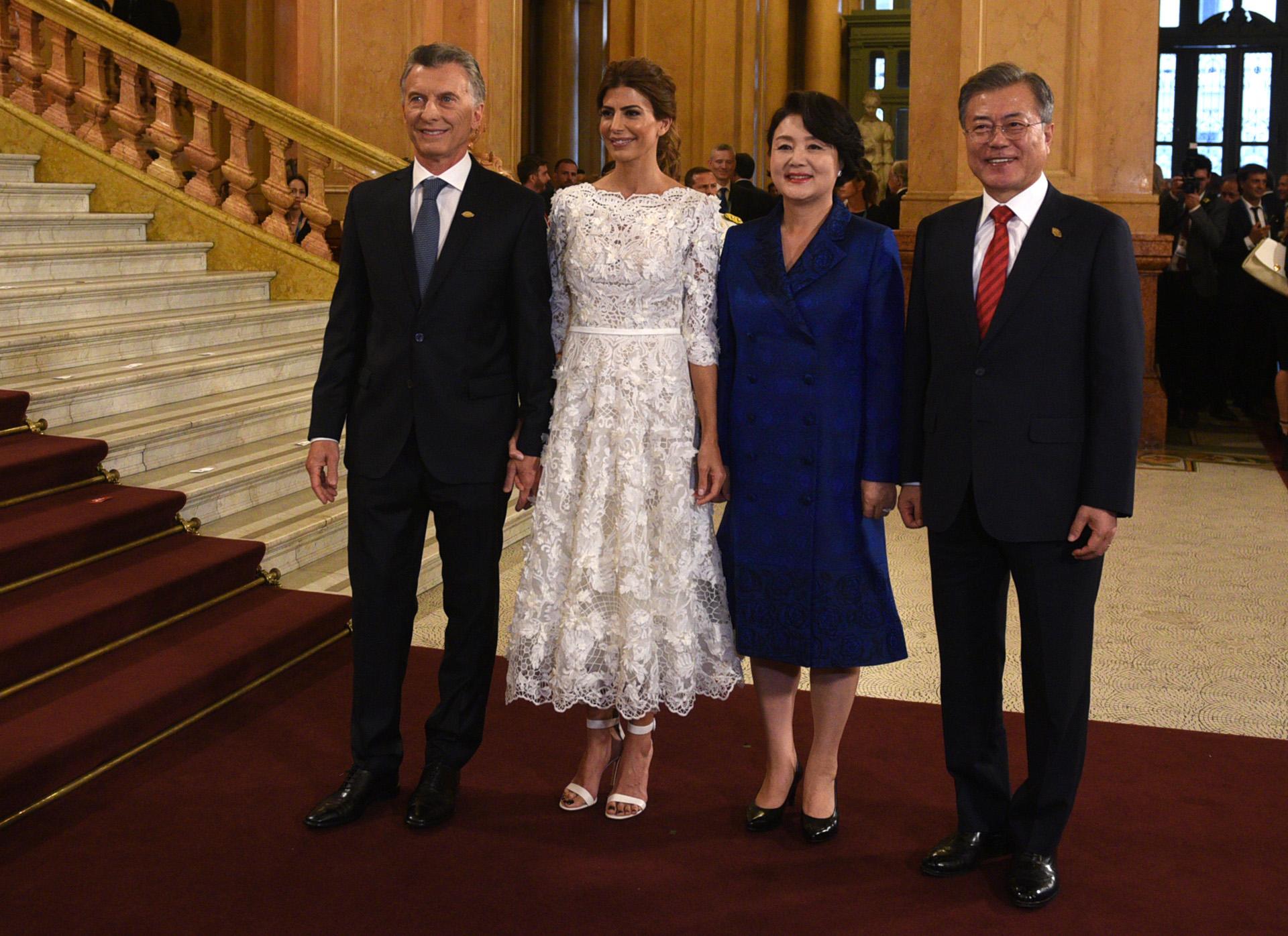 El presidente de Corea del Sur, Moon Jae-in, y su esposa Jung- sook Kim