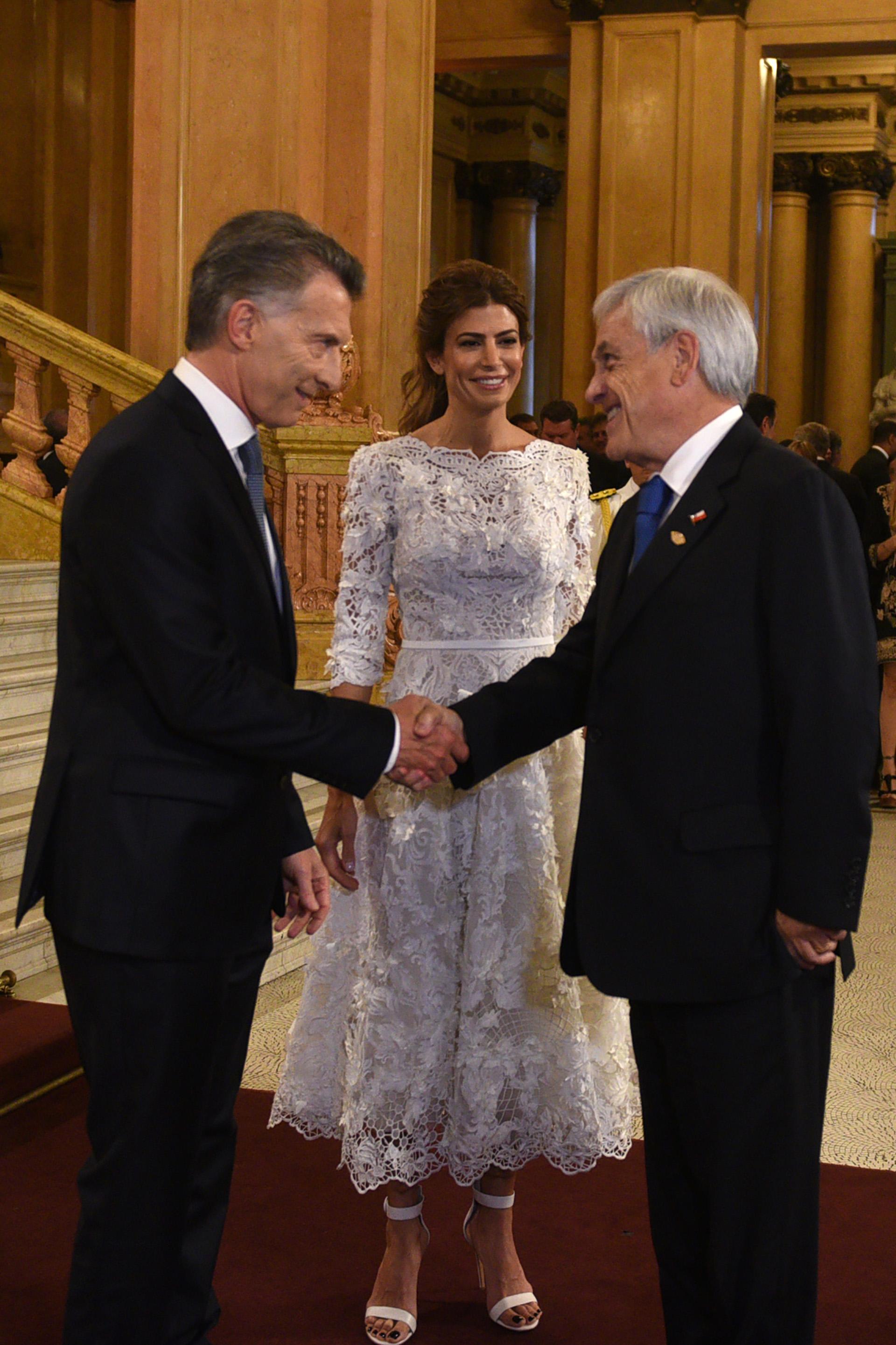 Mauricio Macri y el saludo con el presidente de Chile, Sebastián Piñera