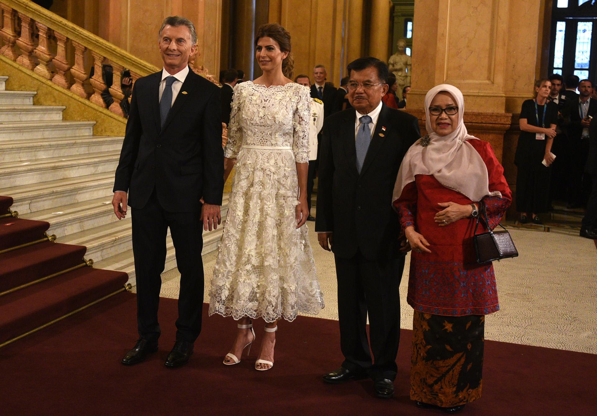 El matrimonio presidencial argentina junto a Jusuf Kalla, el vicepresidente de Indonesia y Mufidah Jusuf Kalla