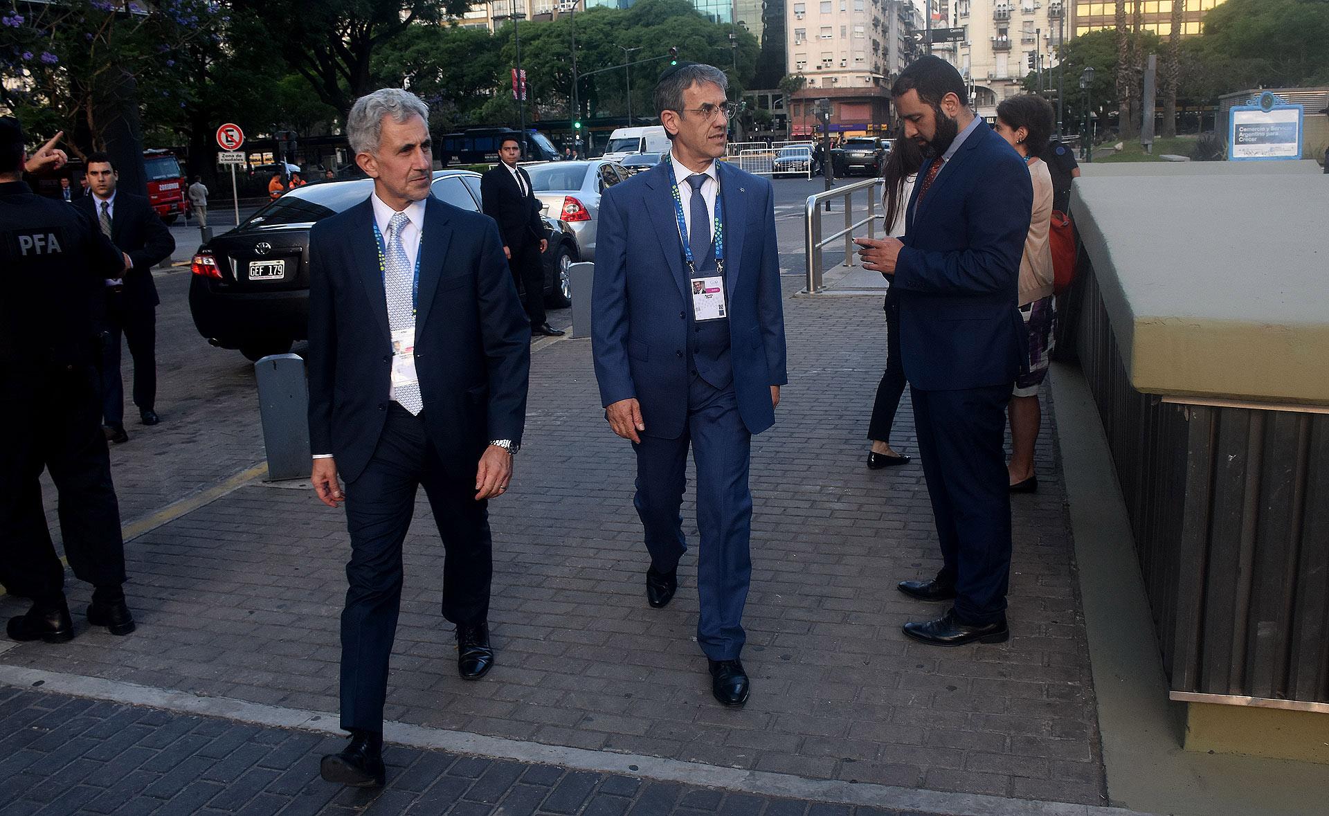El presidente de la AMIA, Agustín Zbar, junto a Daniel Pomerantz, director ejecutivo de esa entidad