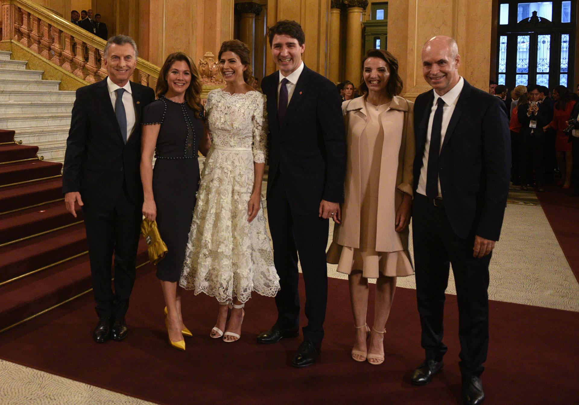 La llegada del Primer Ministro de Canadá, Justin Trudeau, y su mujer Sophie