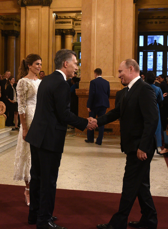 El saludo entre Mauricio Macri y Vladimir Putin