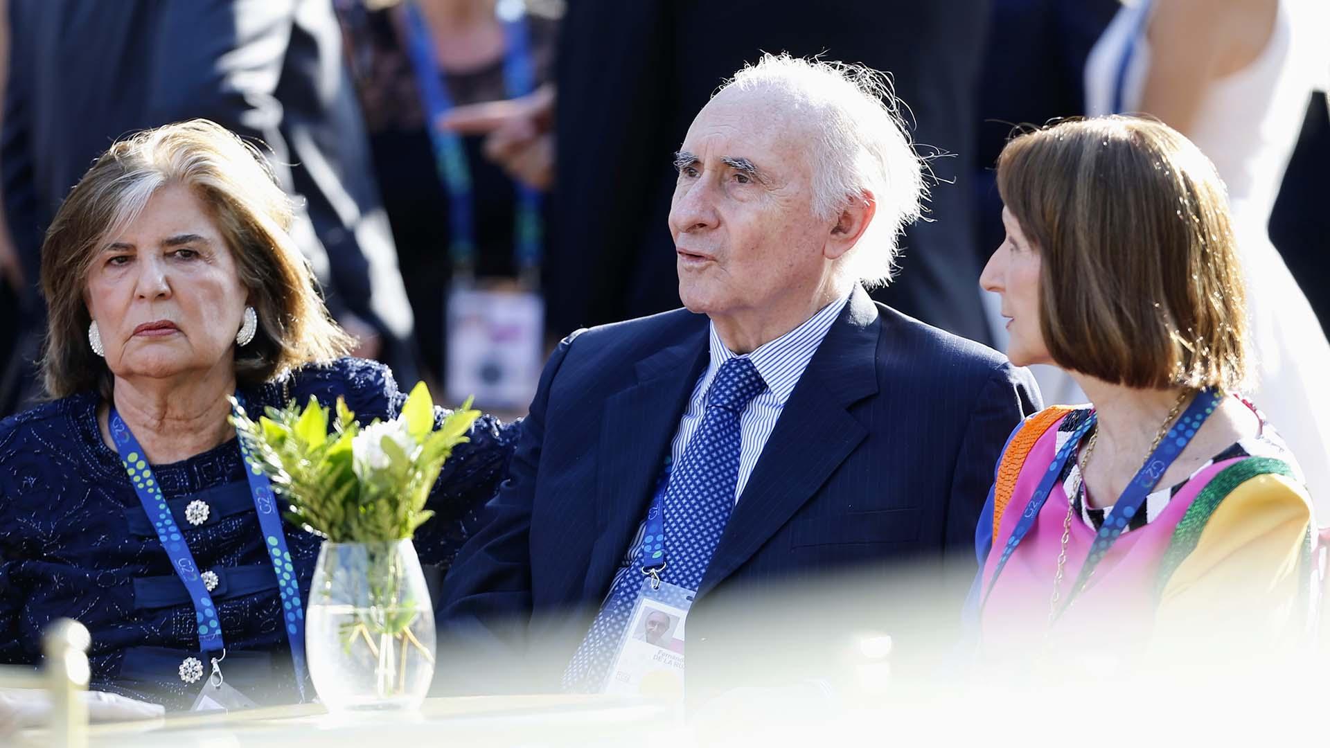 El ex presidente de la Nación, Fernando De la Rua, junto a su mujer Inés Pertiné y Teresa Anchorena
