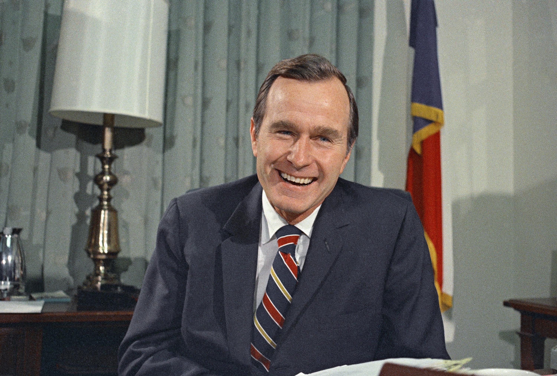 George H. Bush, como embajador de las Naciones Unidas ante Estados Unidos. (AP Photo/John Duricka, File)