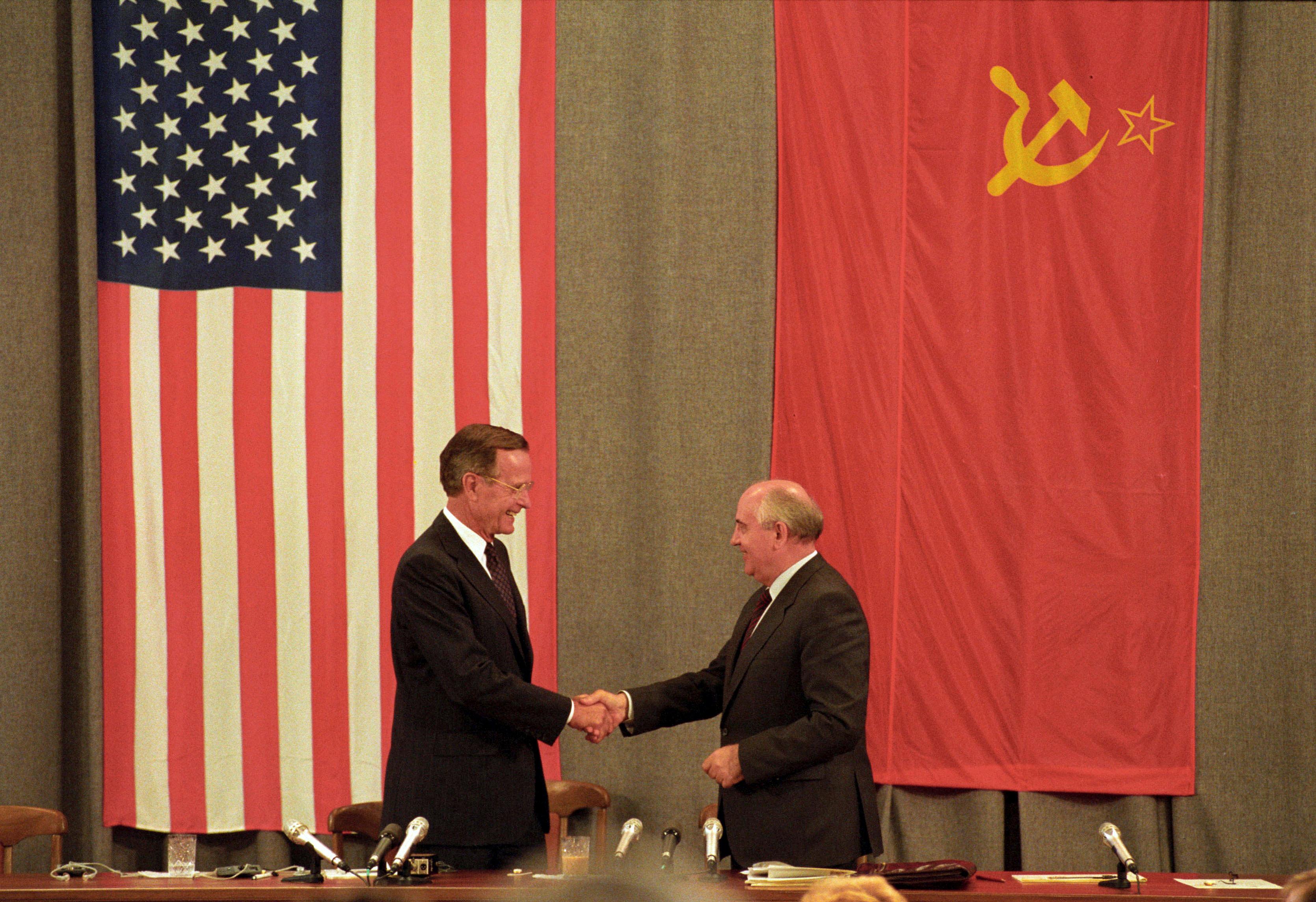 George H. W. Bushy Mikhail Gorbachev. (REUTERS/Rick Wilking)