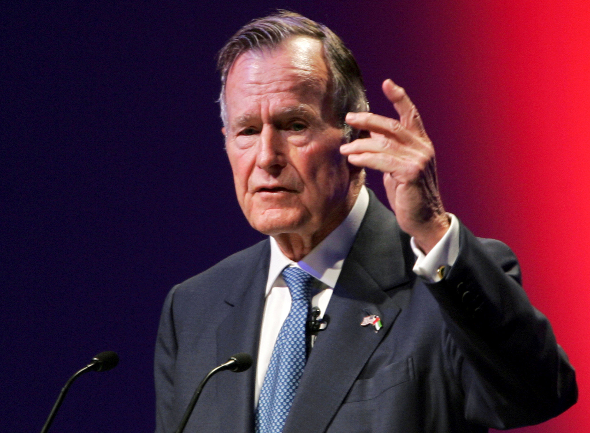 George H.W. Bush en Abu Dhabi en 2006. (REUTERS/Stringer/File Photo)