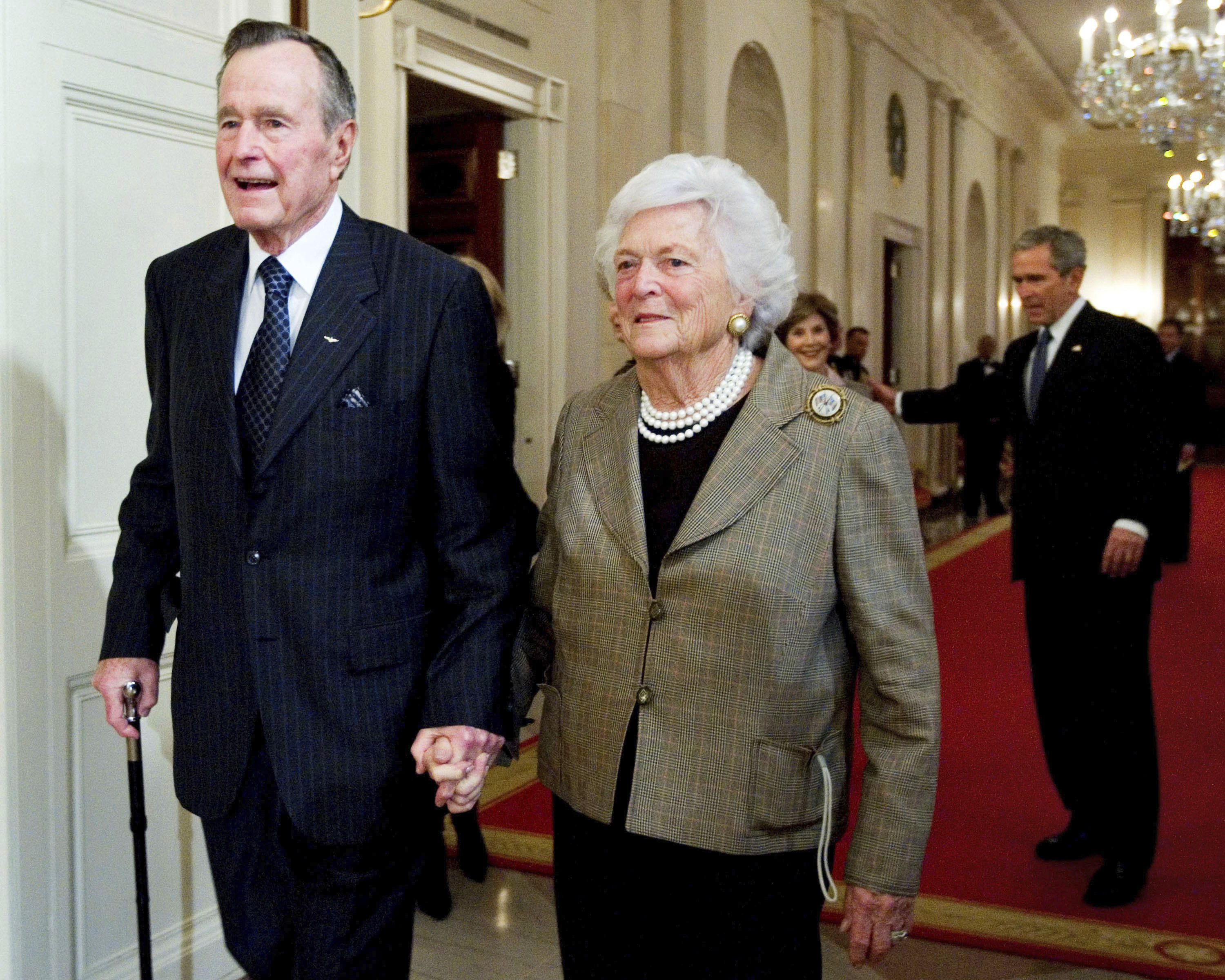 George H. W. Bush y Barbara Bush. (AP Photo/Manuel Balce Ceneta, File)