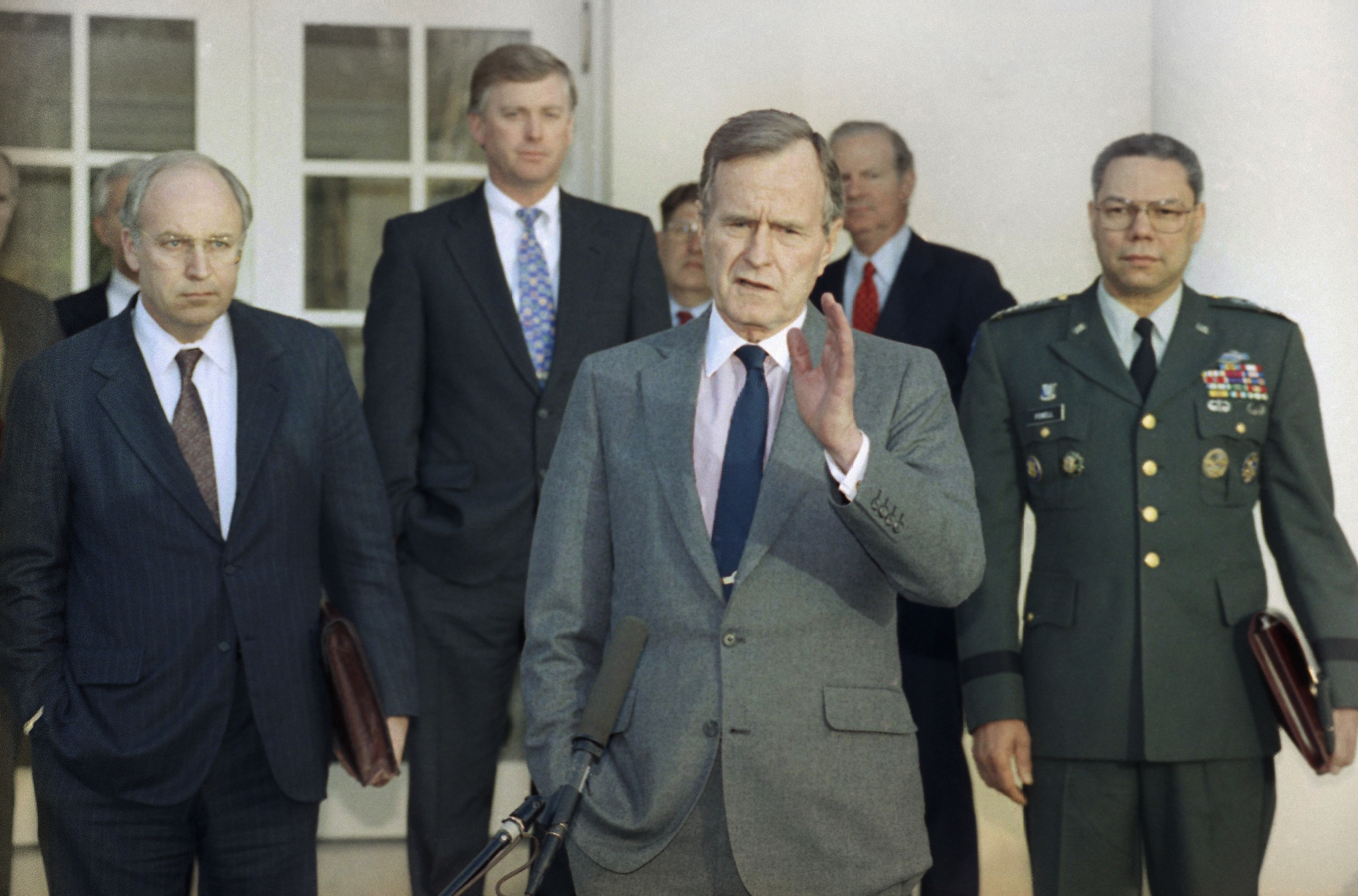 George H.W. Bush, Dick Cheney,  James A. Baker III y Colin Powell. (AP Photo/Ron Edmonds, File)