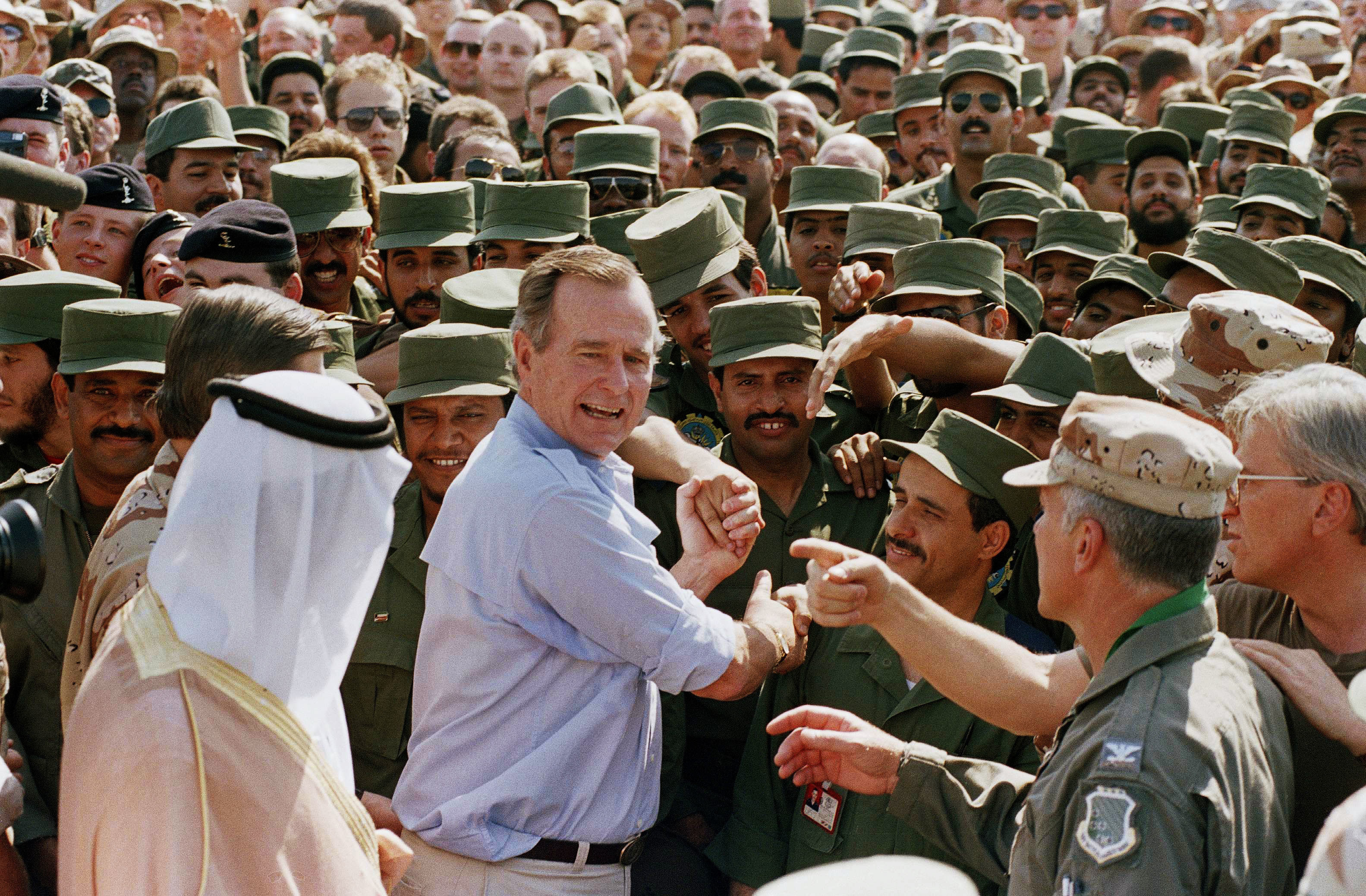 George H.W. Bush en Arabia Saudita. (AP Photo/J. Scott Applewhite, File)