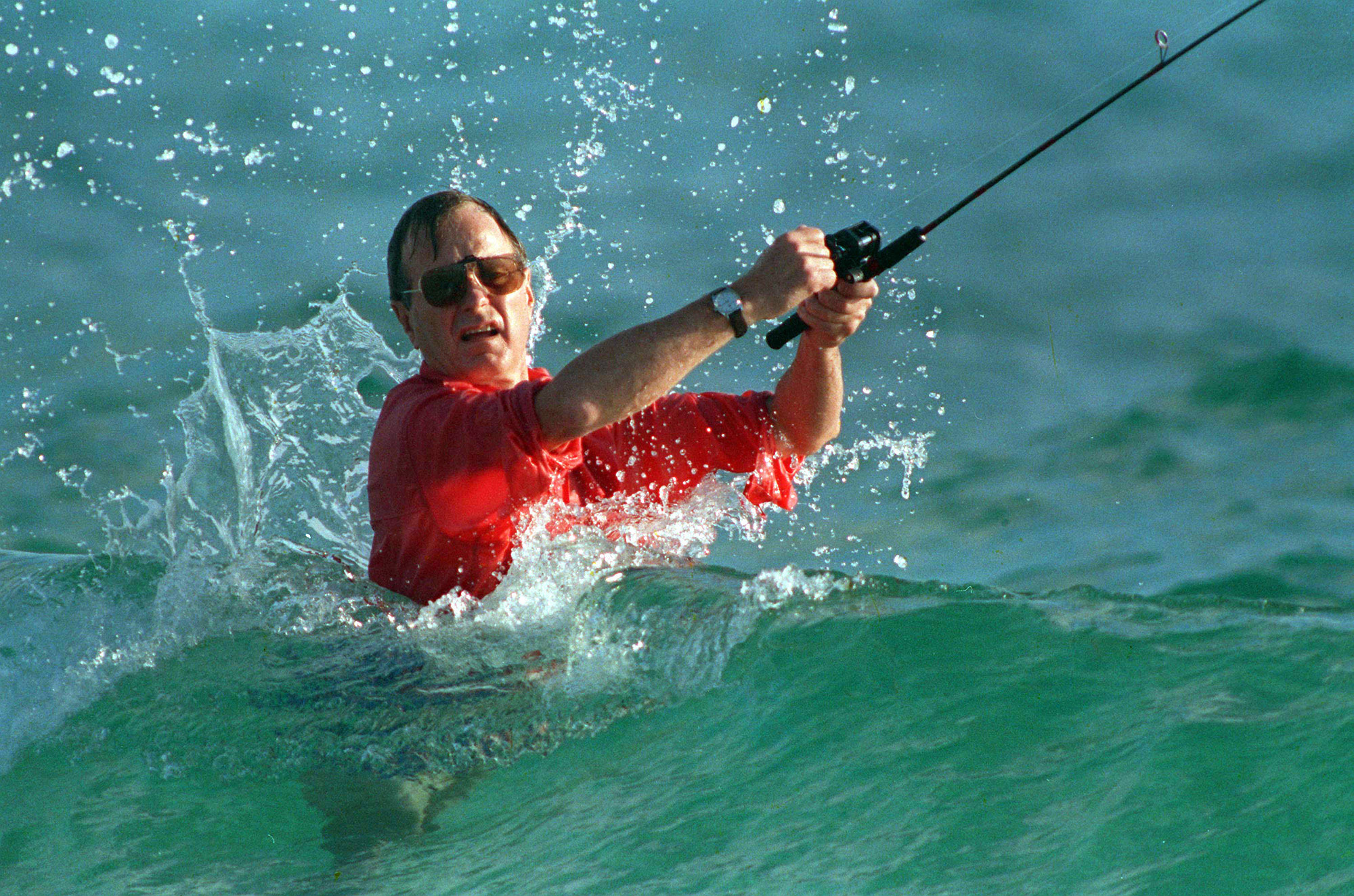 George H.W. Bush pescando en Florida. (AP Photo/Kathy Willens, File)