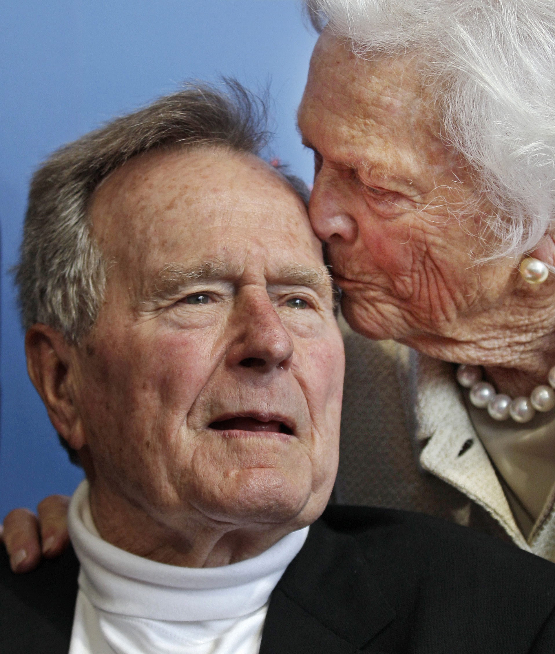 George H.W. Bush y Barbara Bush. (AP Photo/Charles Krupa, File)