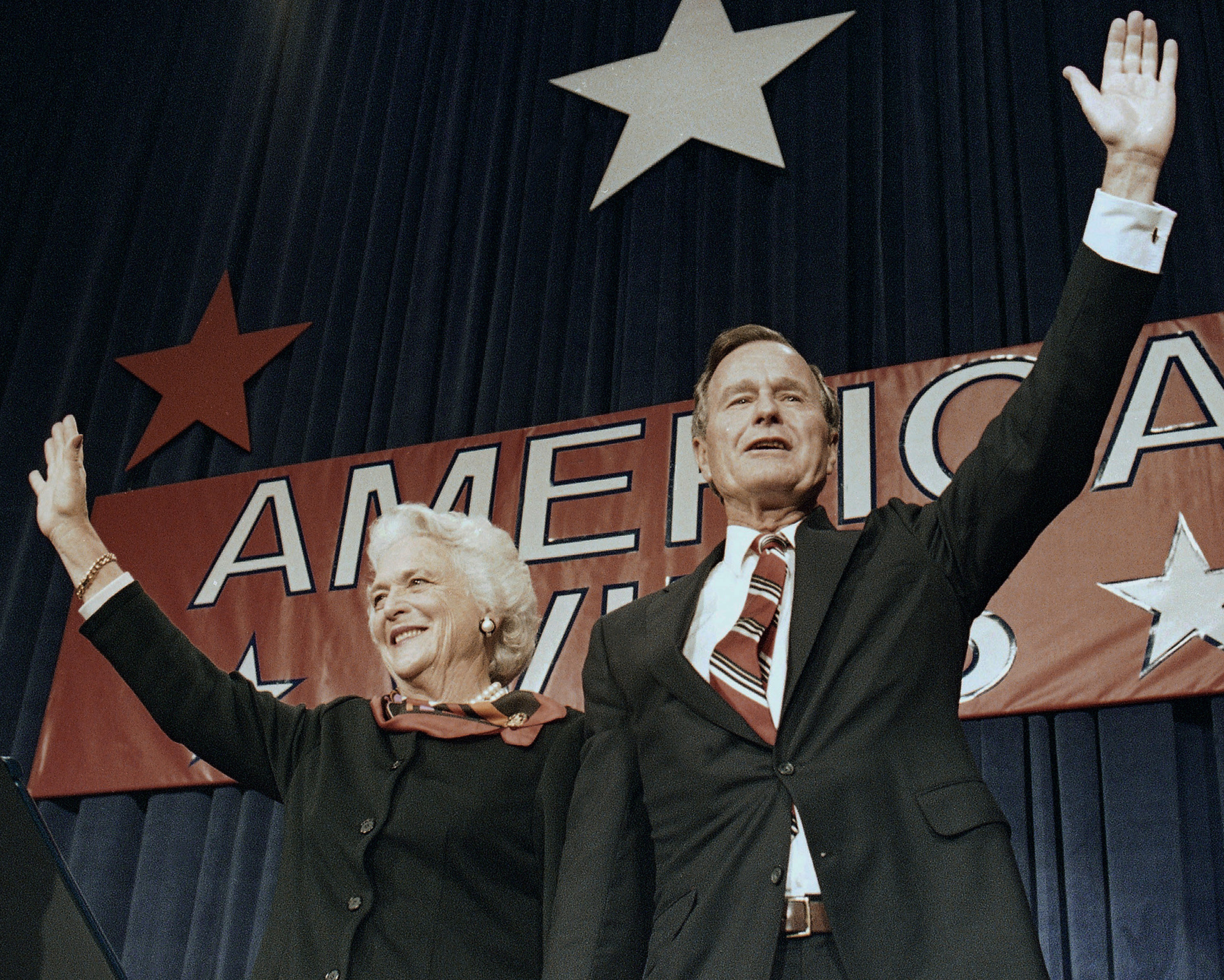George H.W. Bush y Barbara (AP Photo/Scott Applewhite)