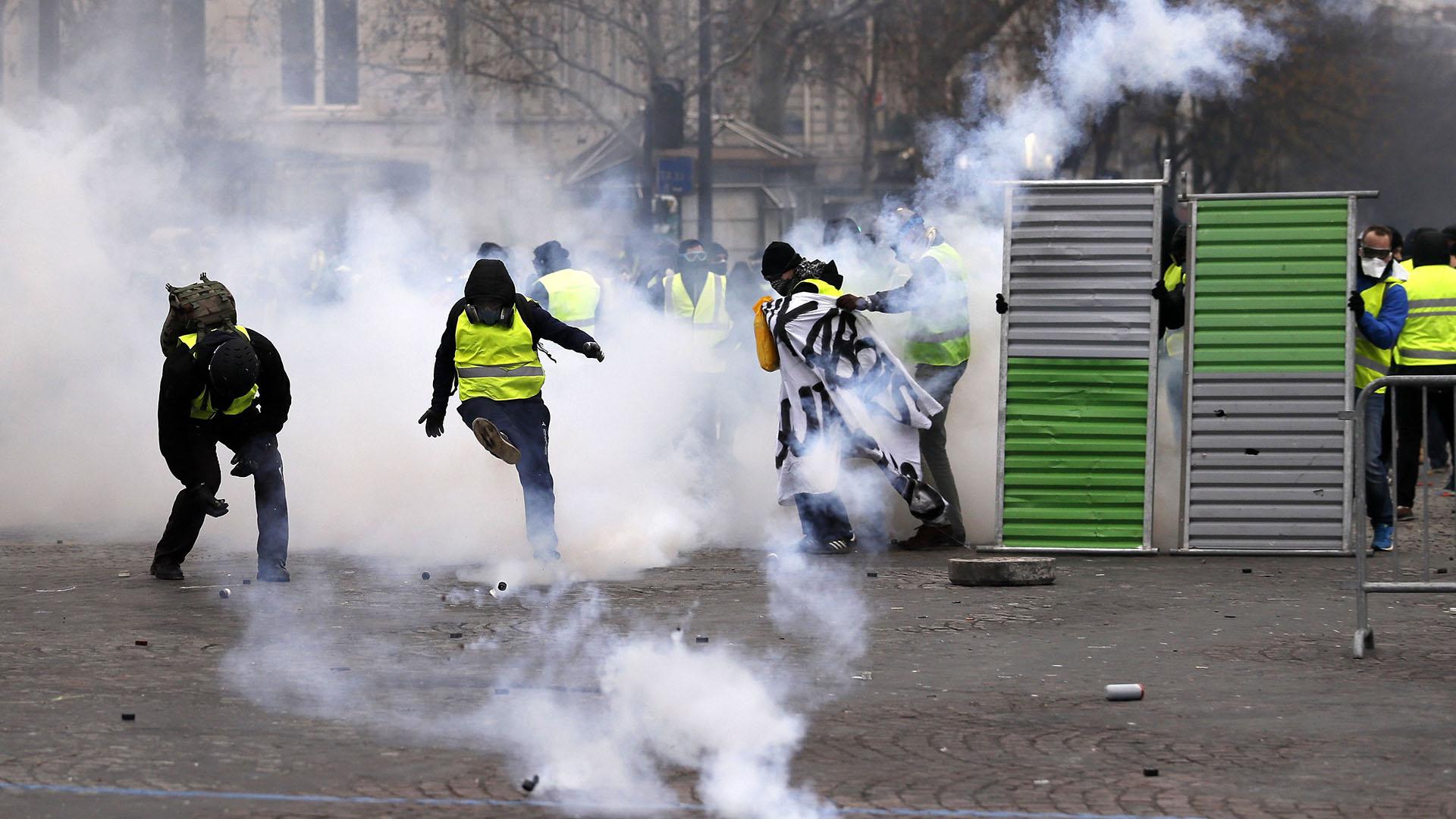 Unos 5.000 hombres han sido movilizados en la capital, donde están además previstas una manifestación del sindicato CGT y de estudiantes contra el alza de las inscripciones para estudiantes extranjeros (EFE/EPA/ETIENNE LAURENT)