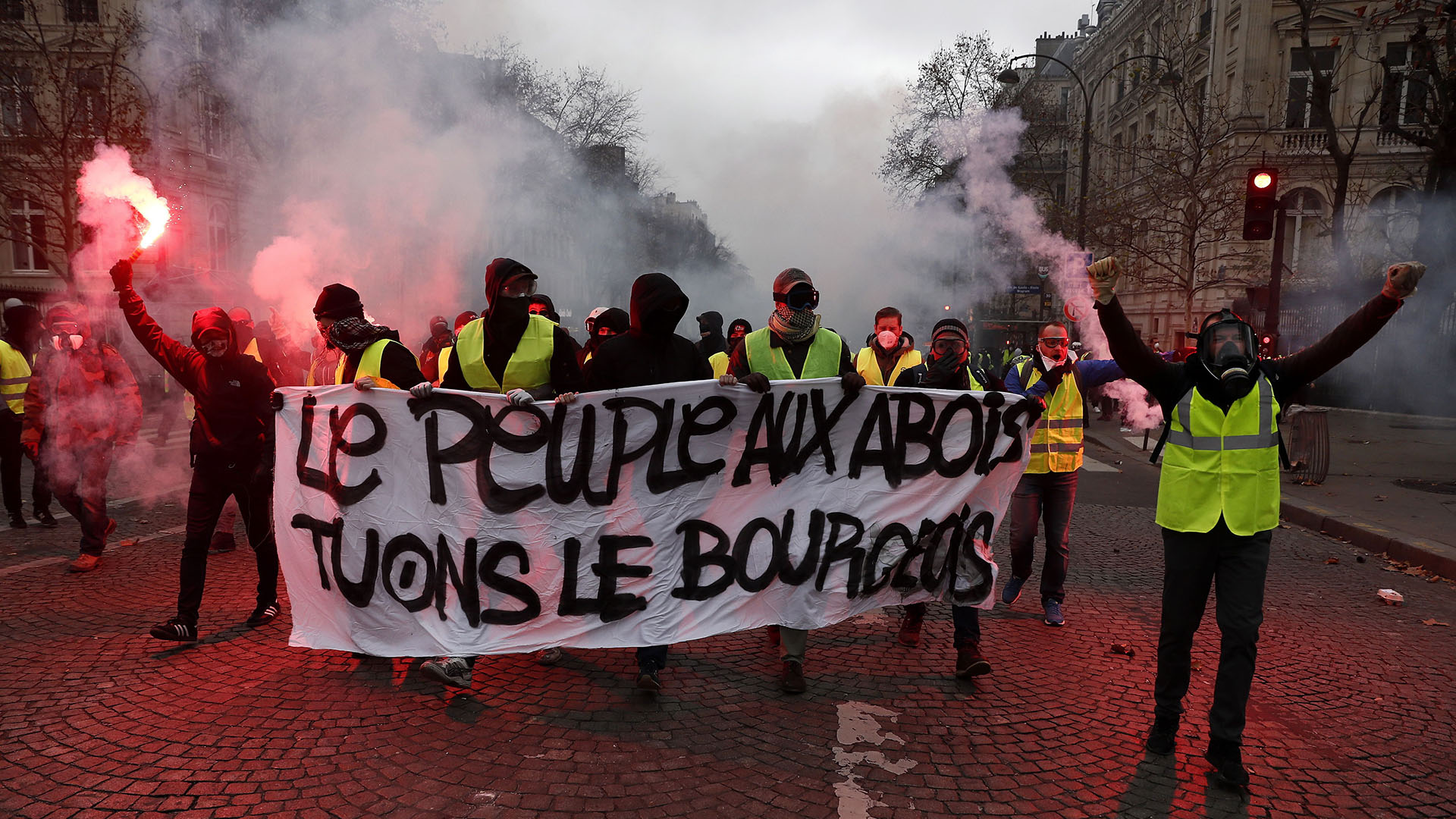 """Los anuncios que hizo esta semana el presidente Macron -un dispositivo para limitar el impacto de las tasas al carburante así como un """"gran diálogo""""- no convencieron (EFE/EPA/ETIENNE LAURENT)"""
