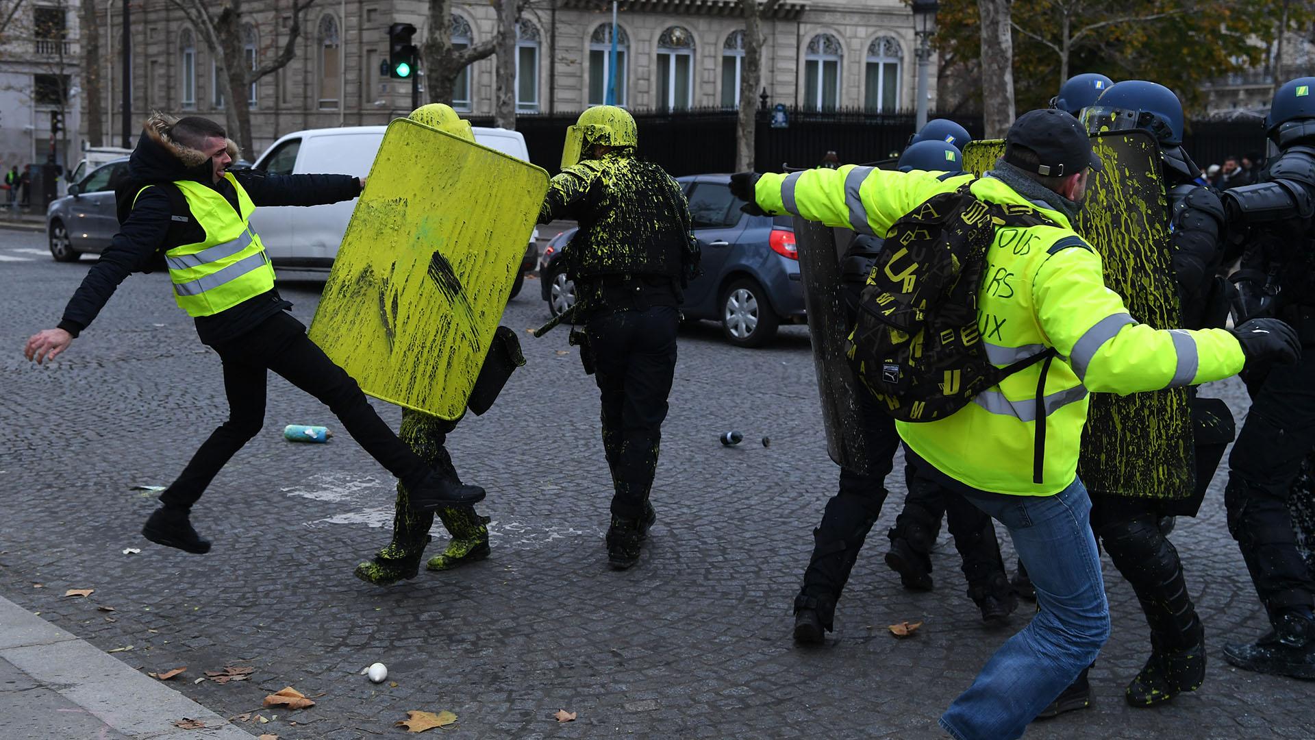 Los manifestantes chocaron con la policía (Alain JOCARD / AFP)