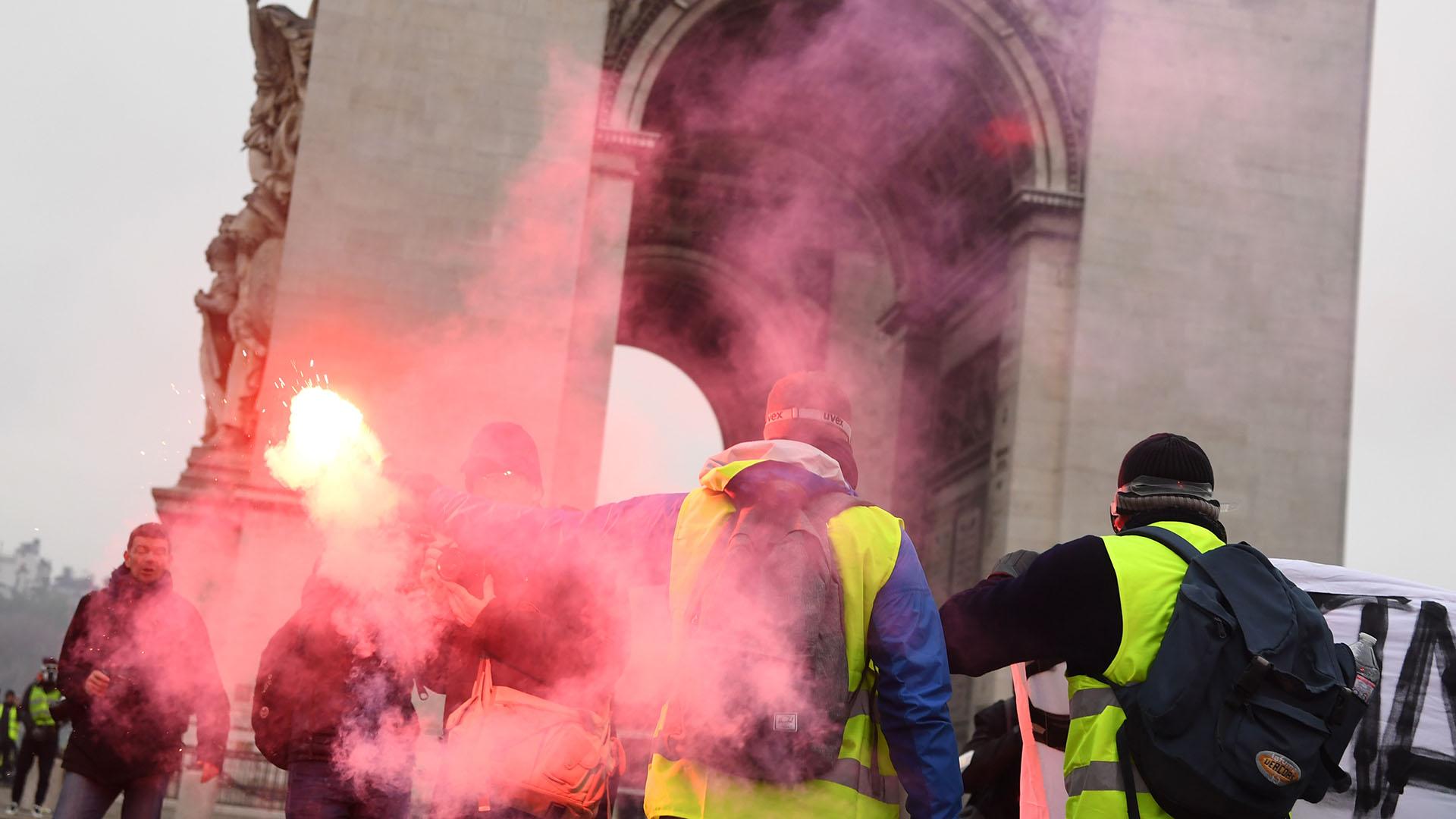 El Arco de Triunfo también fue escenario de las protestas (Alain JOCARD / AFP)