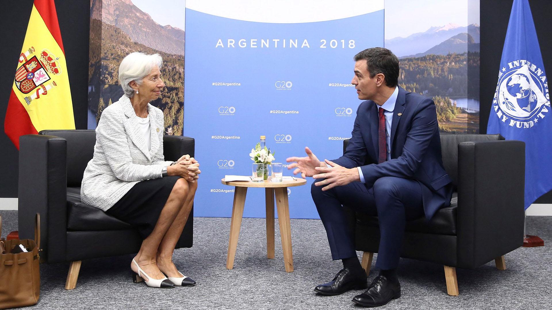 El primer ministro de España Pedro Sanchez con Christine Lagarde