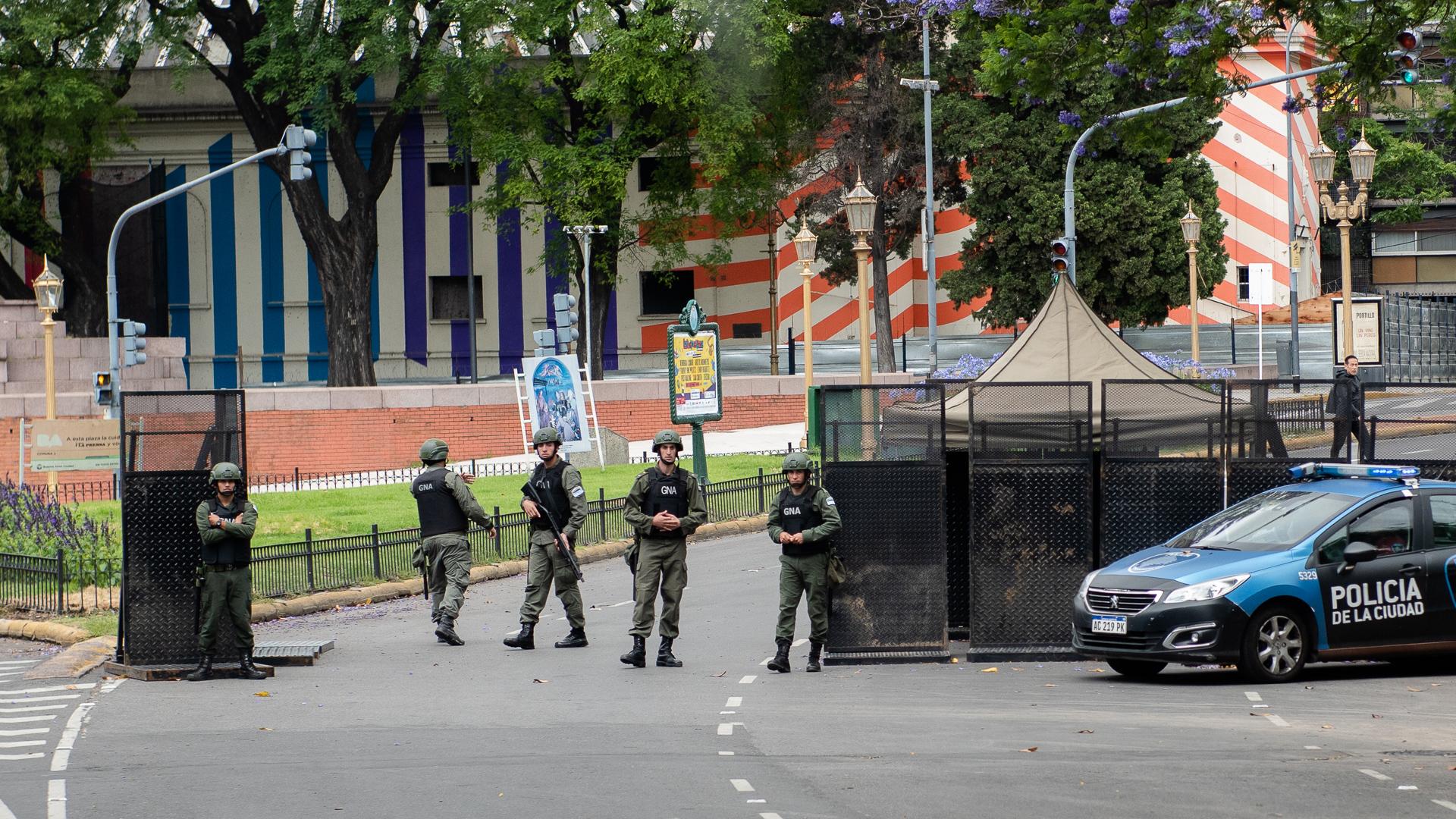 Un retén policial de control, en las cercanías de la cumbre