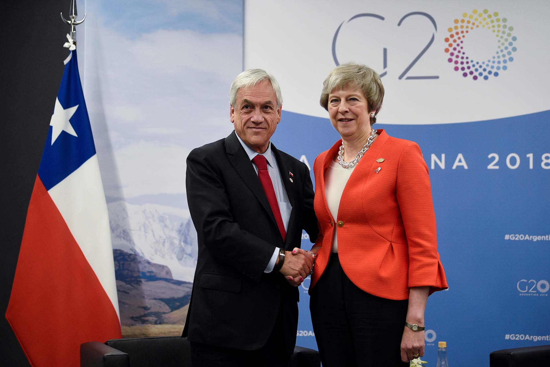Theresa May y Sebastian Piñera