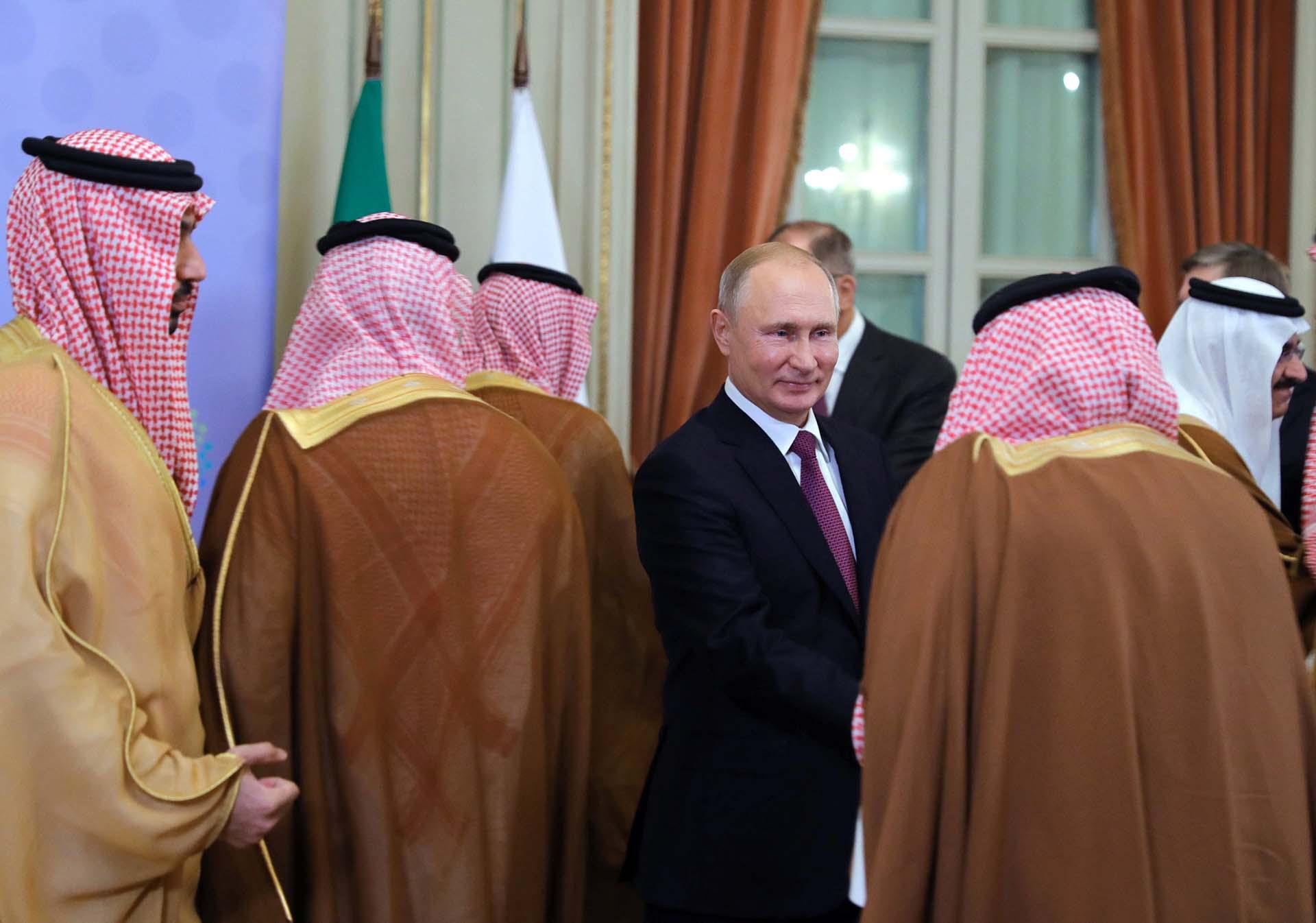 Vladimir Putincon la delegación de Arabia Saudita
