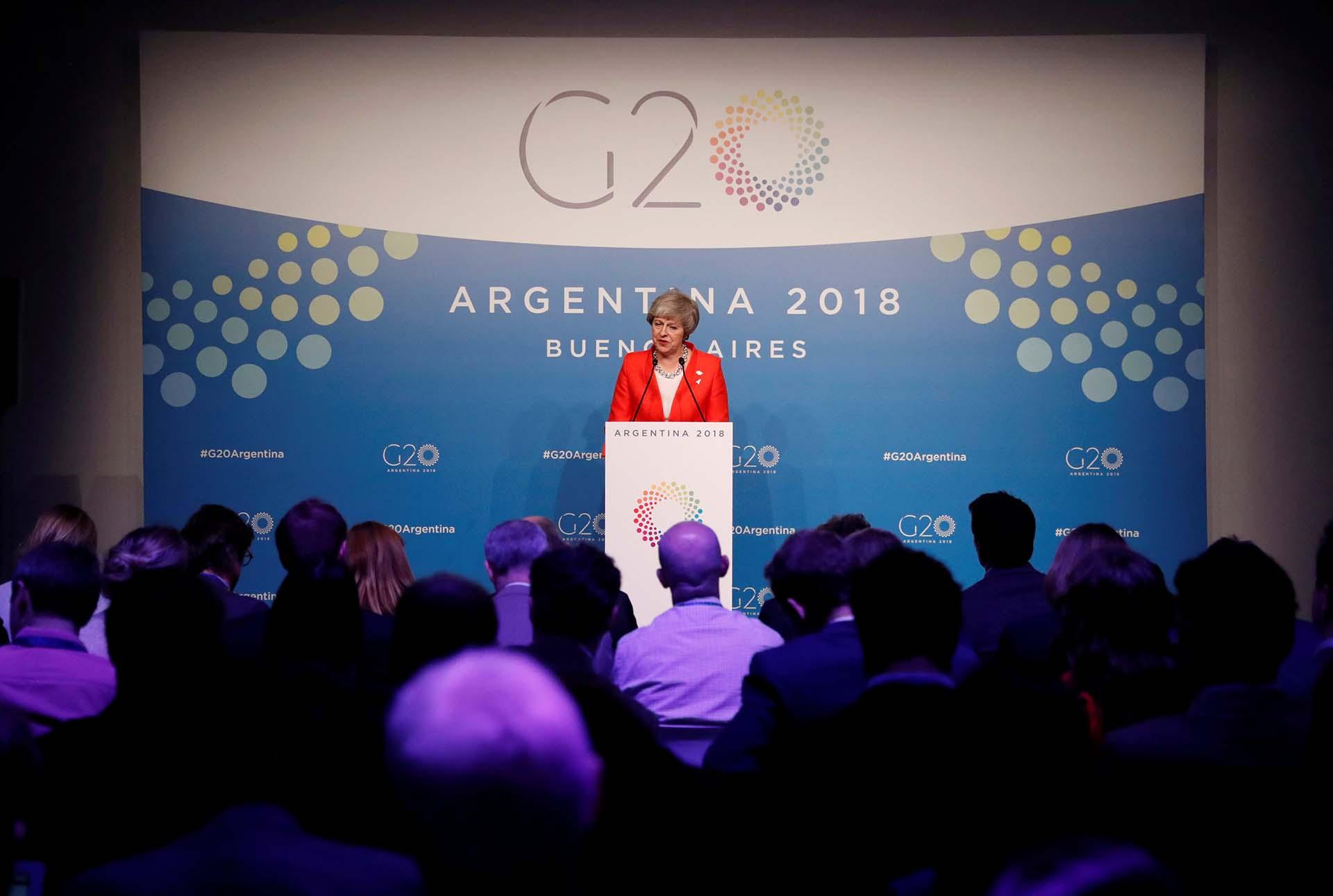 Theresa May en una conferencia de prensa en el cierre de la cumbre