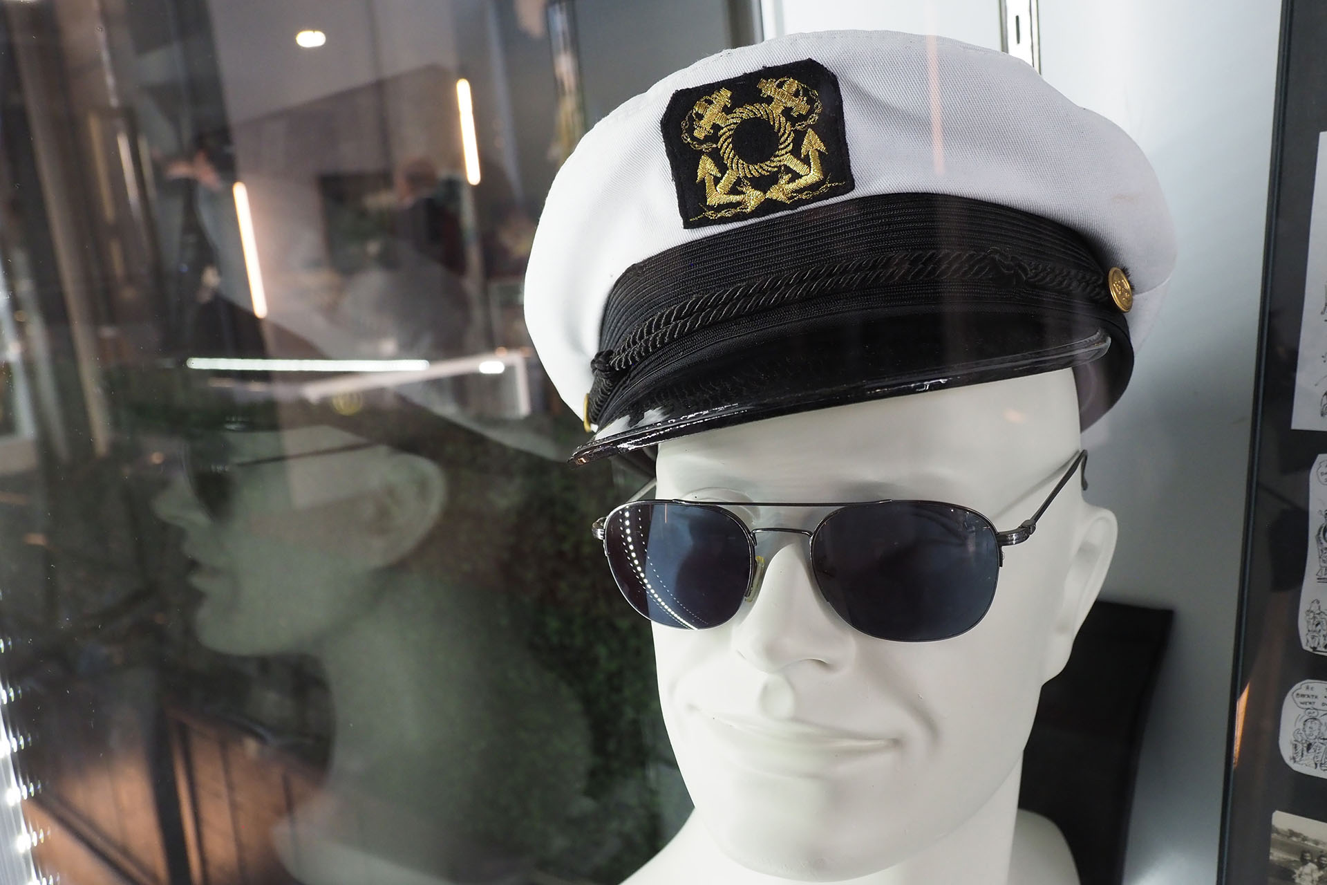 Su famoso gorro de capitán y sus gafas Gucci